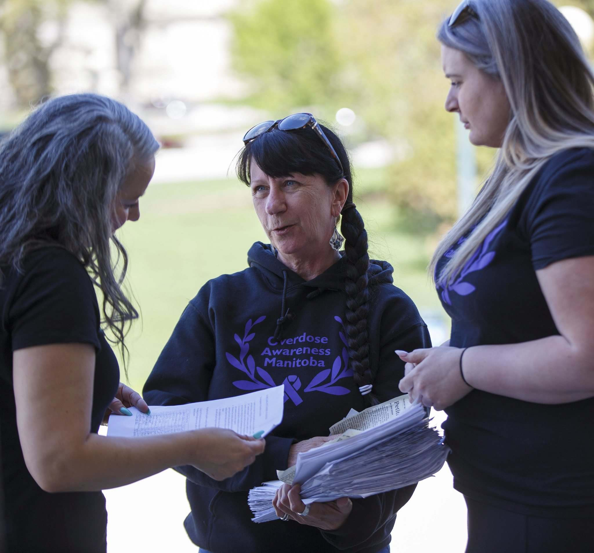 MIKE DEAL / WINNIPEG FREE PRESS</p><p>Arlene Last-Kolb (centre) and Rebecca Rummery, co-founder of Overdose Manitoba, discuss Last-Kolb's petition with NDP MLA Nahanni Fontaine.
