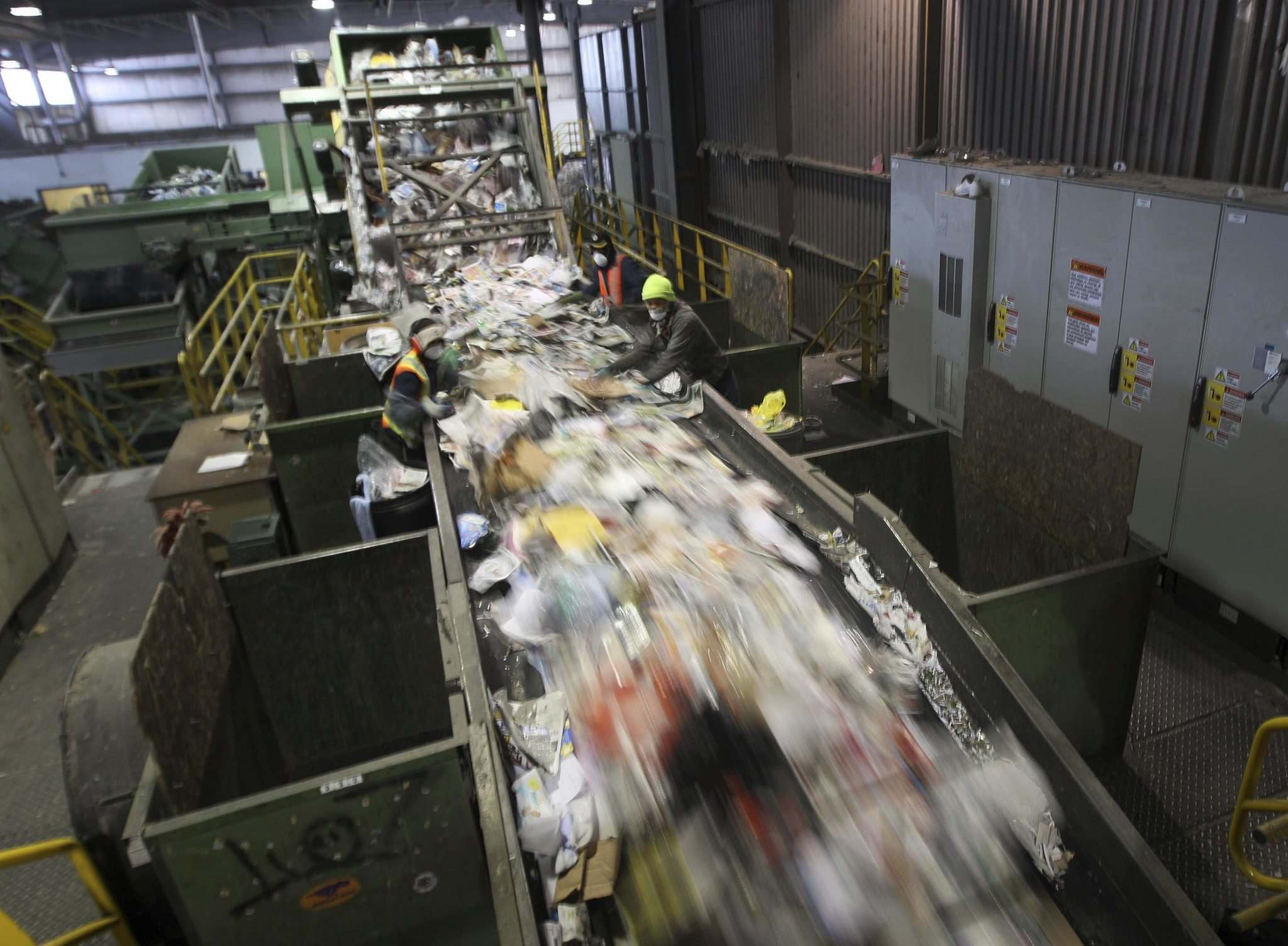 JOE BRYKSA / WINNIPEG FREE PRESS FILES</p><p>As much as 18 per cent of recyclable material collected from Winnipeg homes is contaminated.</p></p>