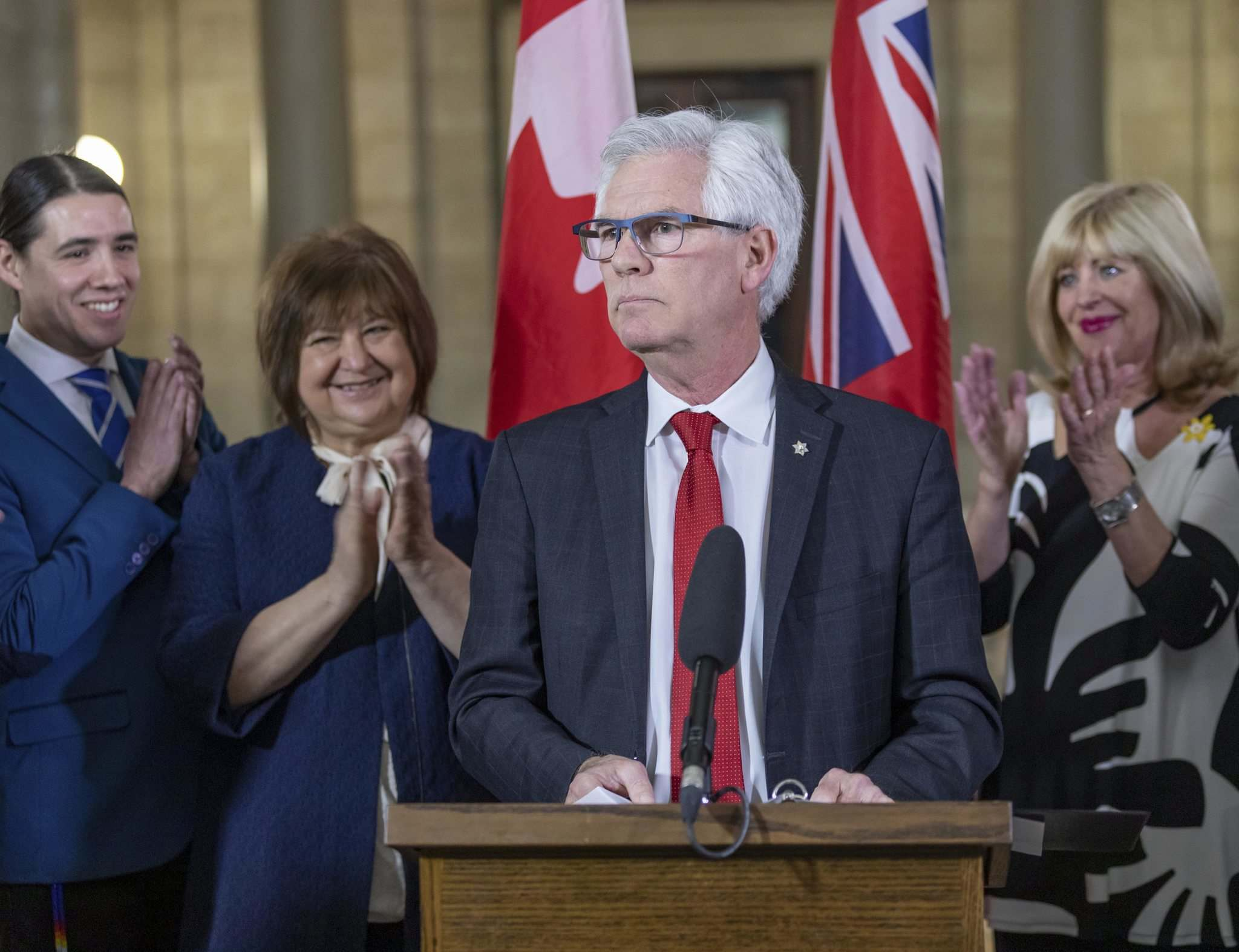 Asking Manitoba's senior MP Jim Carr about financial equality on the issue of border crossers is fair. (Sasha Sefter / Winnipeg Free Press files)