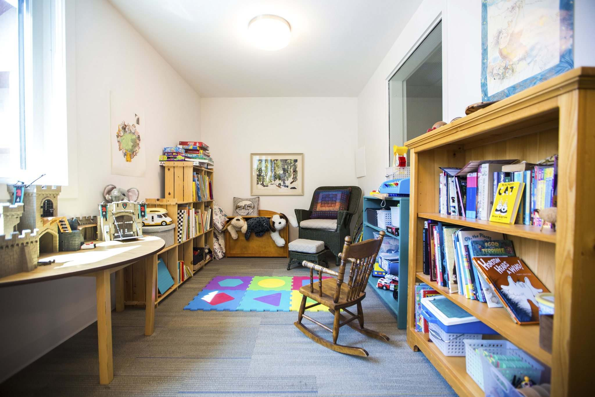MIKAELA MACKENZIE / WINNIPEG FREE PRESS</p><p>Kids and their parents can enjoy quality time in the co-op's children's nook.</p></p>