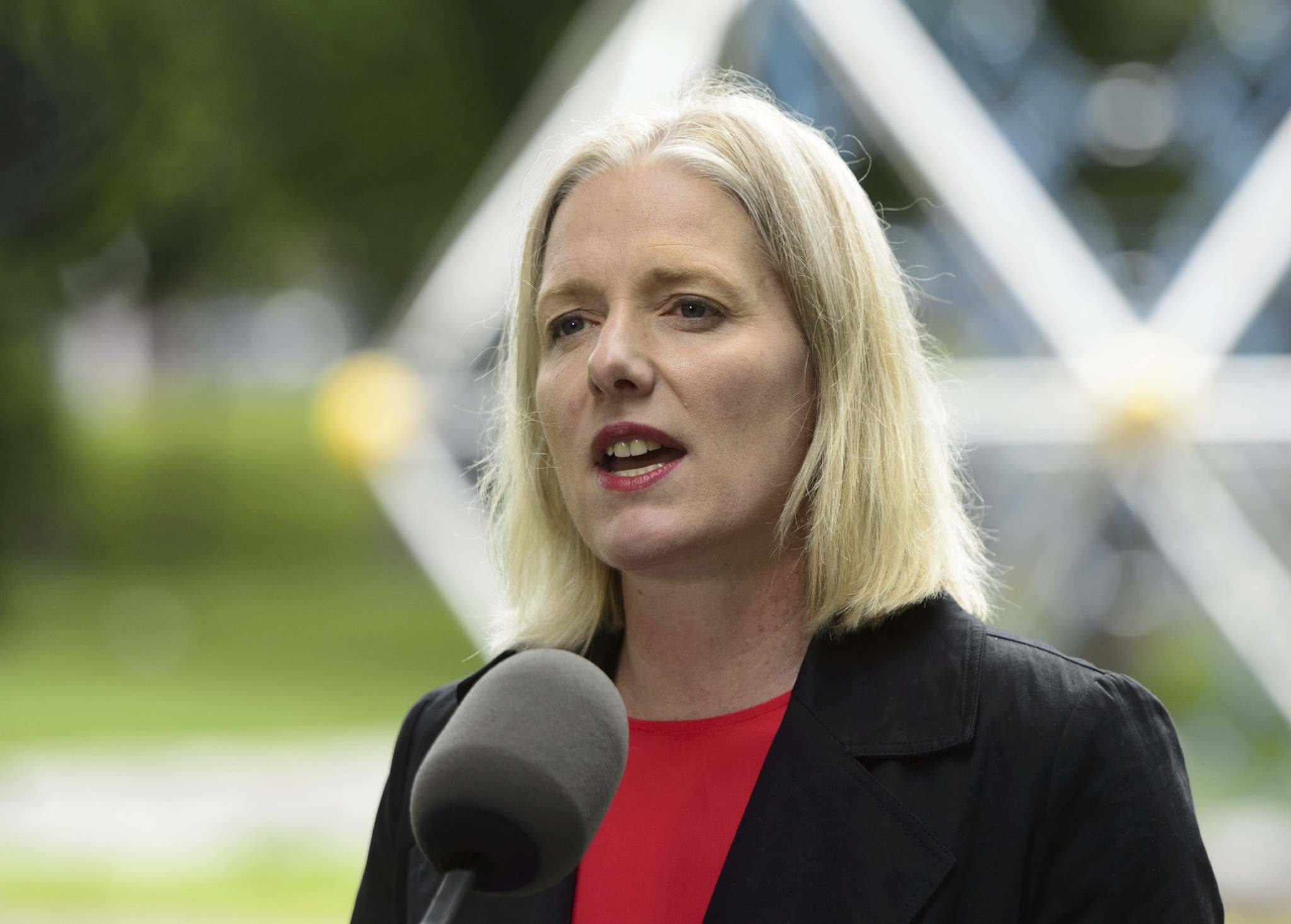 Sean Kilpatrick / The Canadian Press Files</p><p>Federal Environment Minister Catherine McKenna wants Manitoba to allocate $5 million in carbon-tax money for school energy upgrades.</p></p>