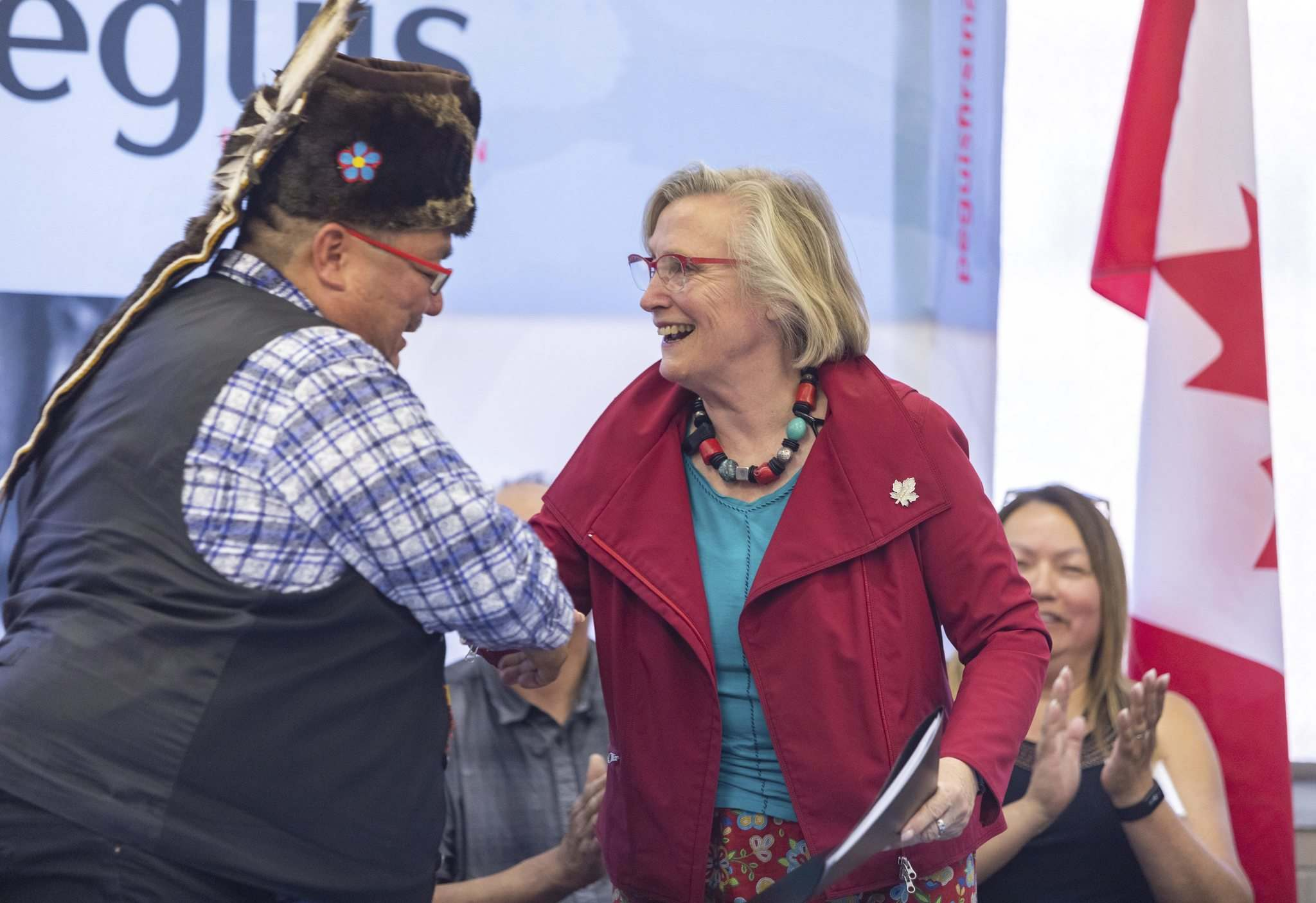 SASHA SEFTER / WINNIPEG FREE PRESS</p><p>Chief Glenn Hudson of Peguis First Nation shakes hands with Carolyn Bennett, federal minister of Crown-Indigenous relations, at an event held at the urban reserve at 1075 Portage Ave. to mark the property officially becoming treaty land on Wednesday.</p>