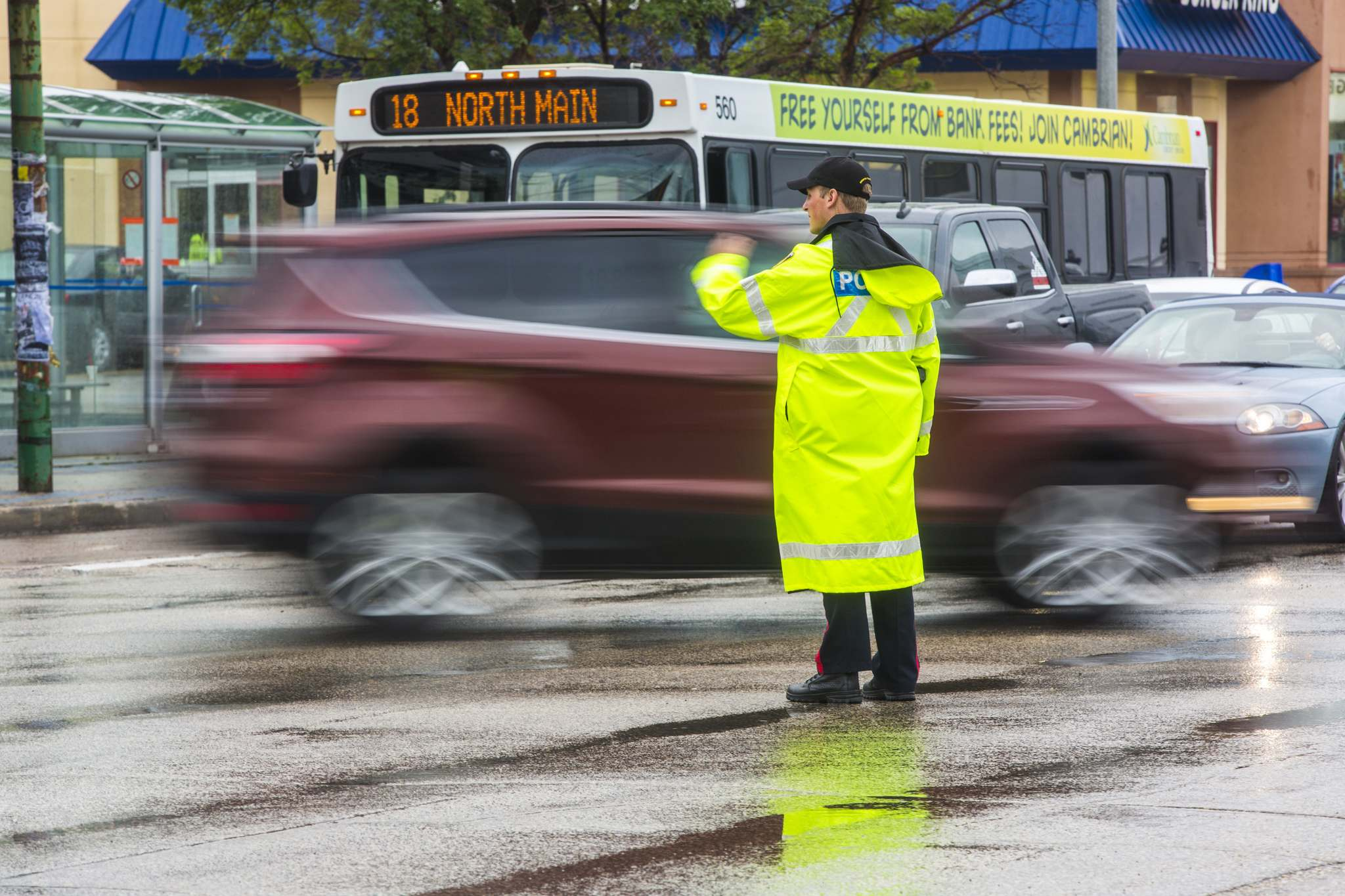 MIKAELA MACKENZIE / WINNIPEG FREE PRESS</p><p>Cadets and police direct morning traffic at Confusion Corner on Wednesday.</p>