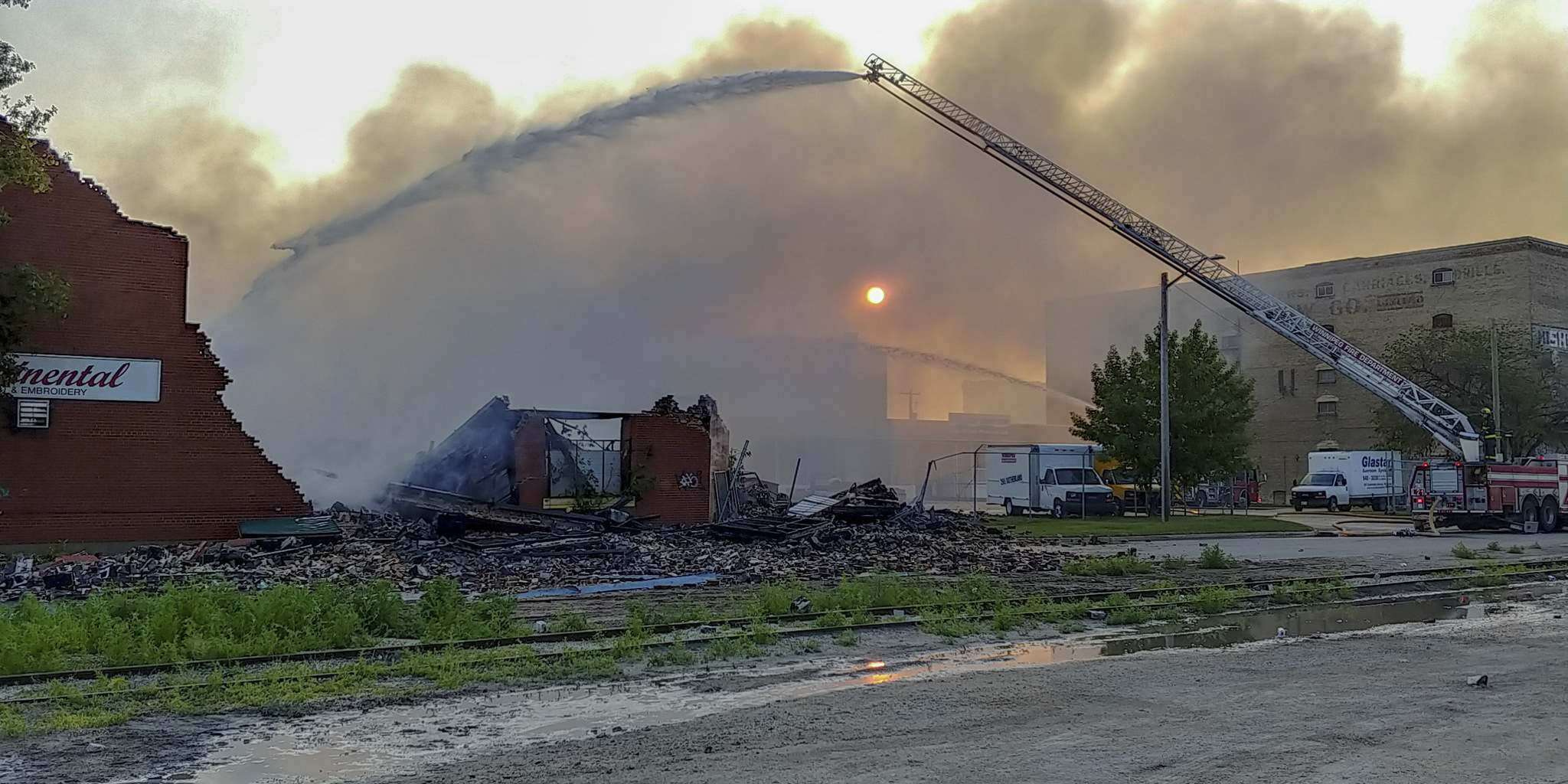 NICHOLAS FREW / WINNIPEG FREE PRESS</p><p>Firefighters battle a warehouse fire on Jarvis Avenue on Monday morning. There were around 30 different artists and musicians with studios in the 2½-storey warehouse. No injuries were reported, but some lost their life's work.</p>