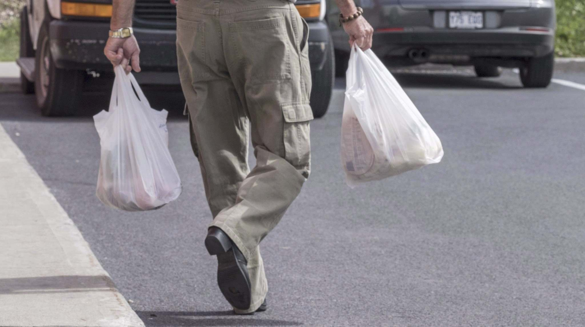 Plastic bags will no longer be available at any of Sobeys' 225 locations across the country by February. (Paul Chiasson / The Canadian Press)</p>