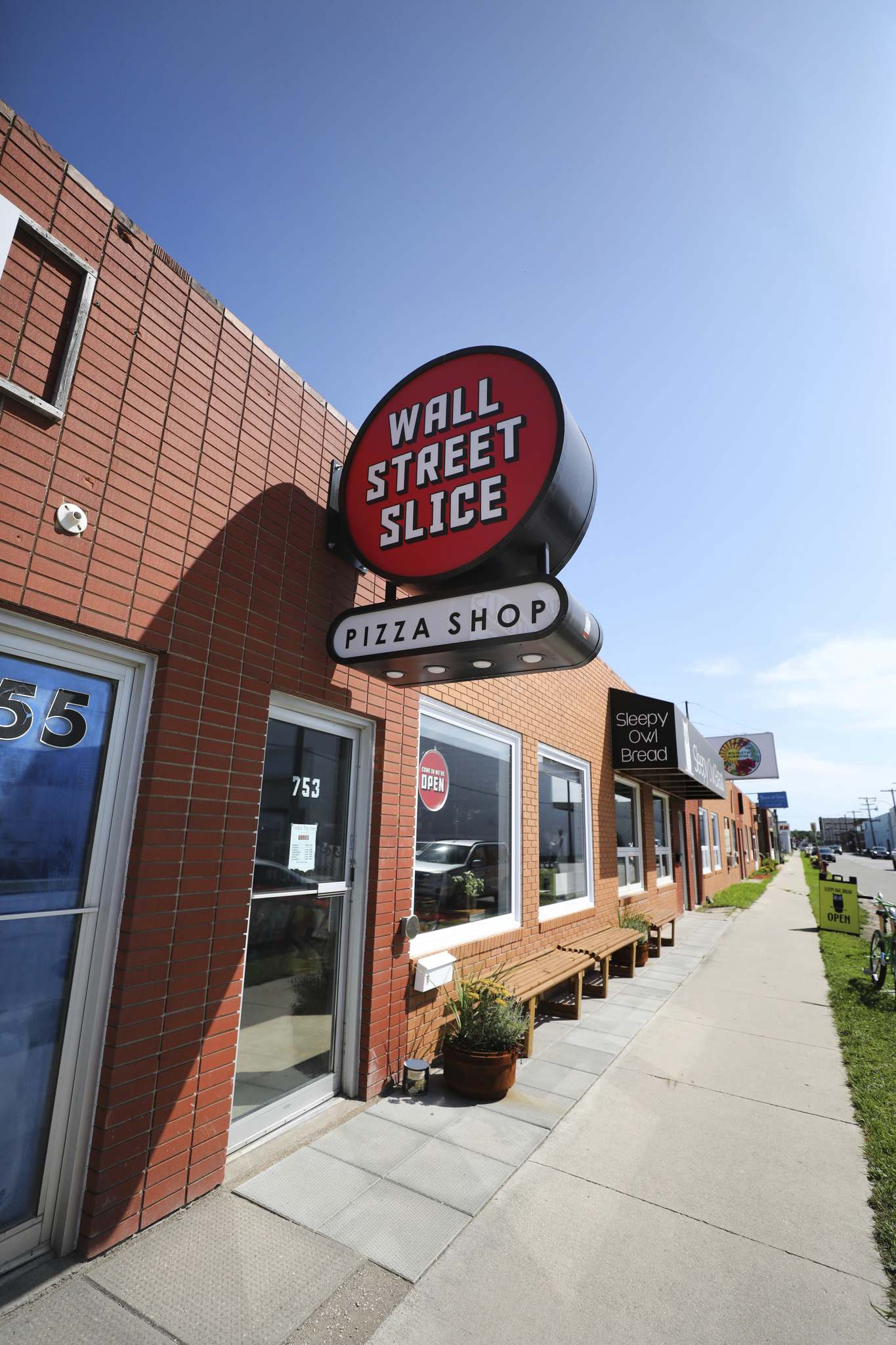 Wall Street Slice is a new West End destination from a few of the people behind Red Ember. (Ruth Bonneville / Winnipeg Free Press)