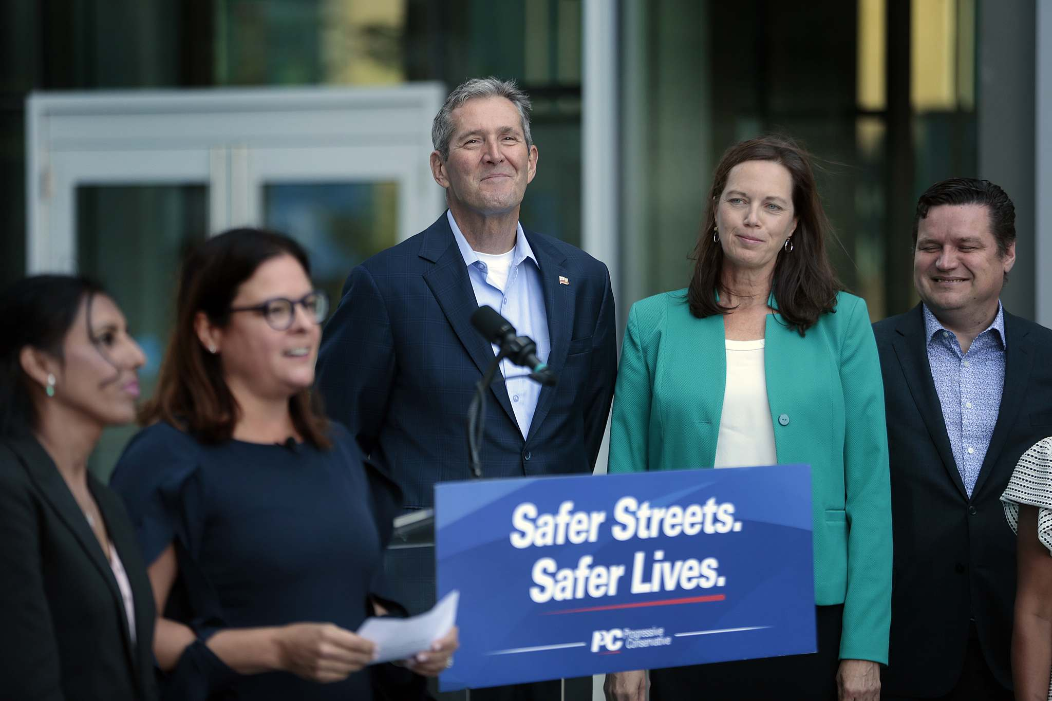 PHIL HOSSACK / WINNIPEG FREE PRESS</p><p>Progressive Conservative Leader Brian Pallister with his wife Esther at the party's press conference on Monday.</p>