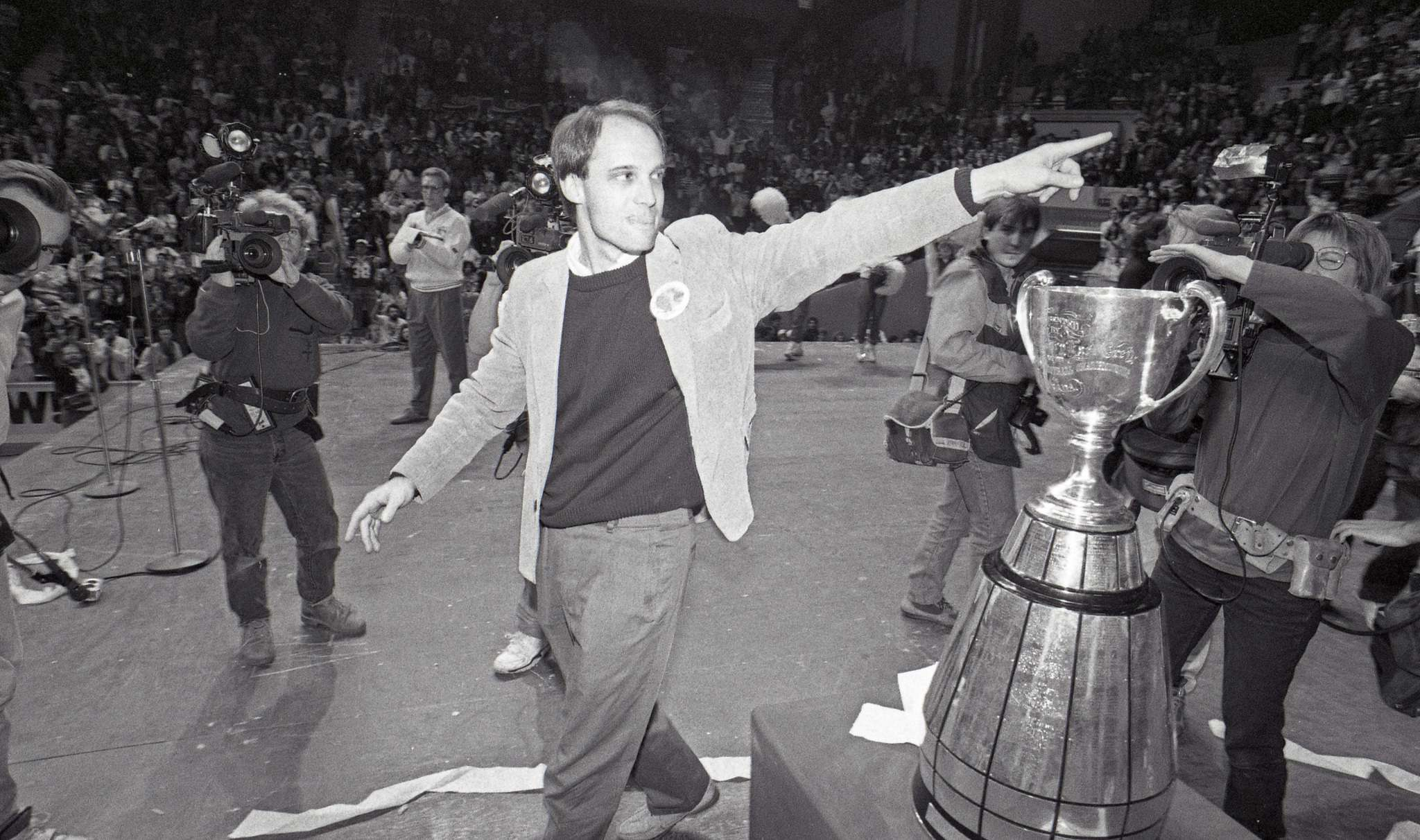 PHIL HOSSACK / WINNIPEG FREE PRESS FILES</p><p>Coach Mike Riley celebrates with fans at a Grey Cup party at the Winnipeg Arena.</p>
