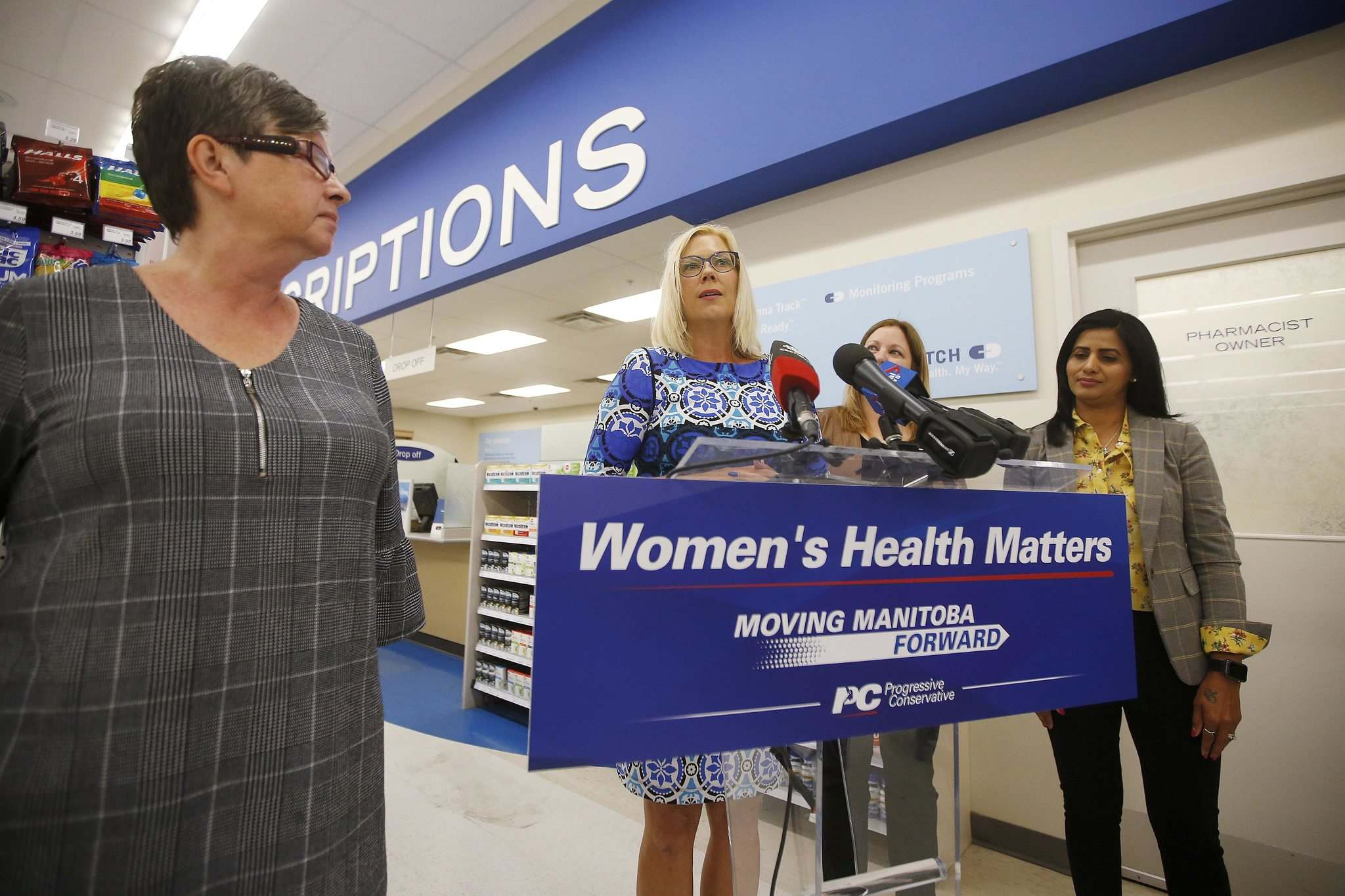 PC candidate, and status of women minister in the PC cabinet, Rochelle Squires speaks to reporters Sunday. (John Woods / Winnipeg Free Press)