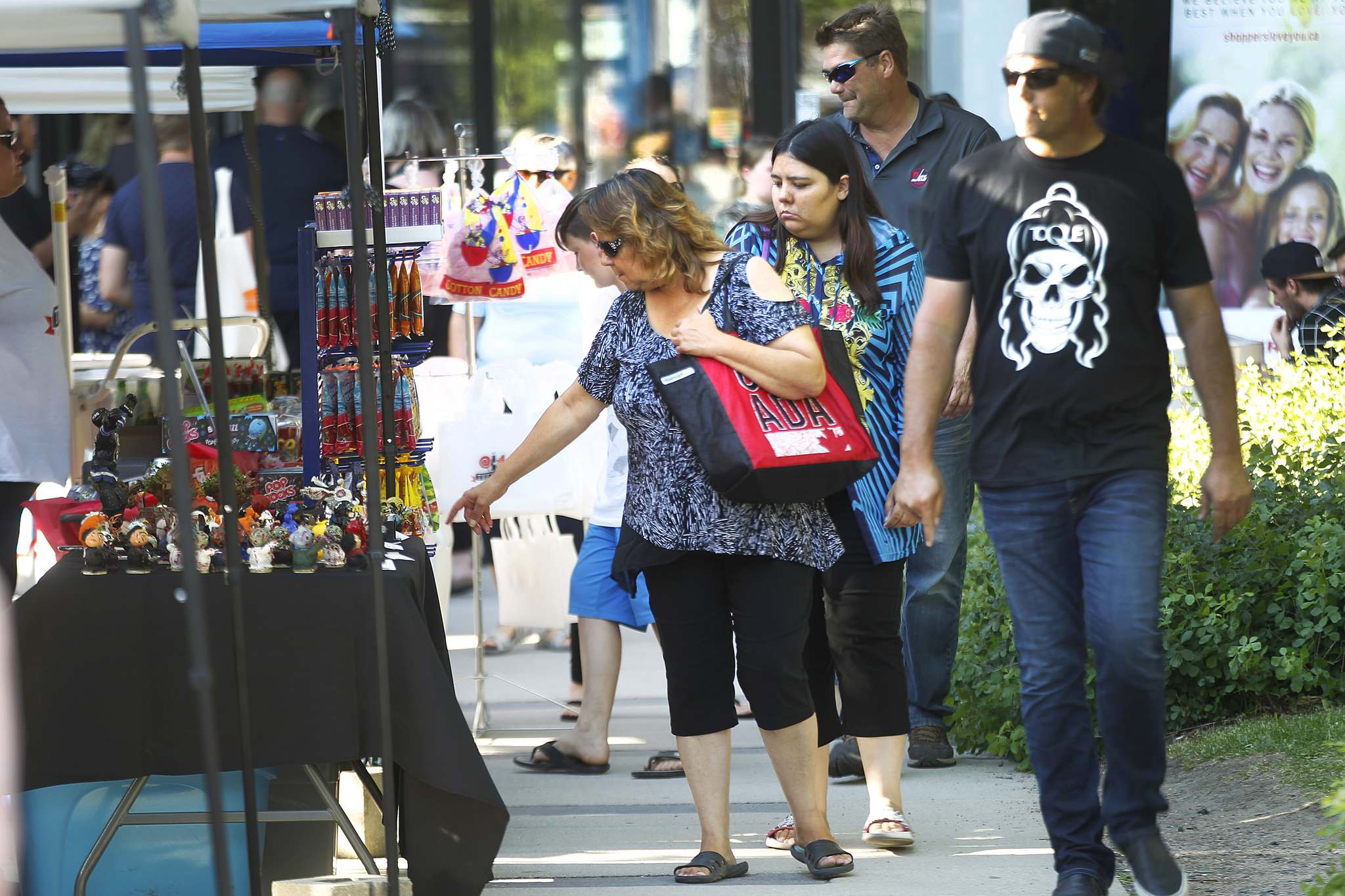 PHIL HOSSACK / WINNIPEG FREE PRESS FILES</p><p>Manitoba Hydro Plaza will be teeming with visitors and vendors Aug. 30., from 5 to 11 p.m. for the Downtown Winnipeg Night Market.</p>