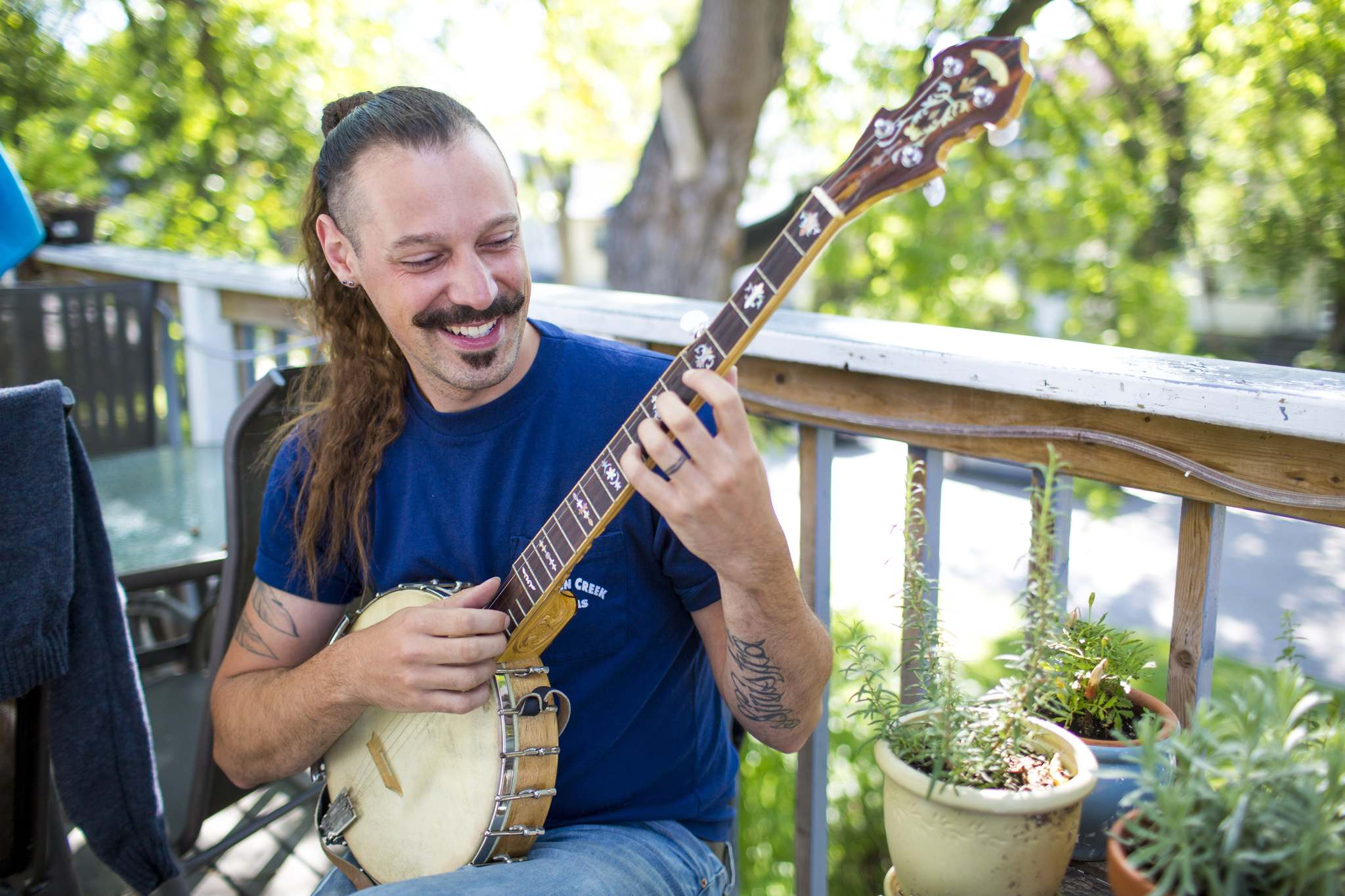 Daniel Péloquin-Hopfner says learning the banjo is counterintuitive to playing the guitar. (Mikaela MacKenzie / Winnipeg Free Press)