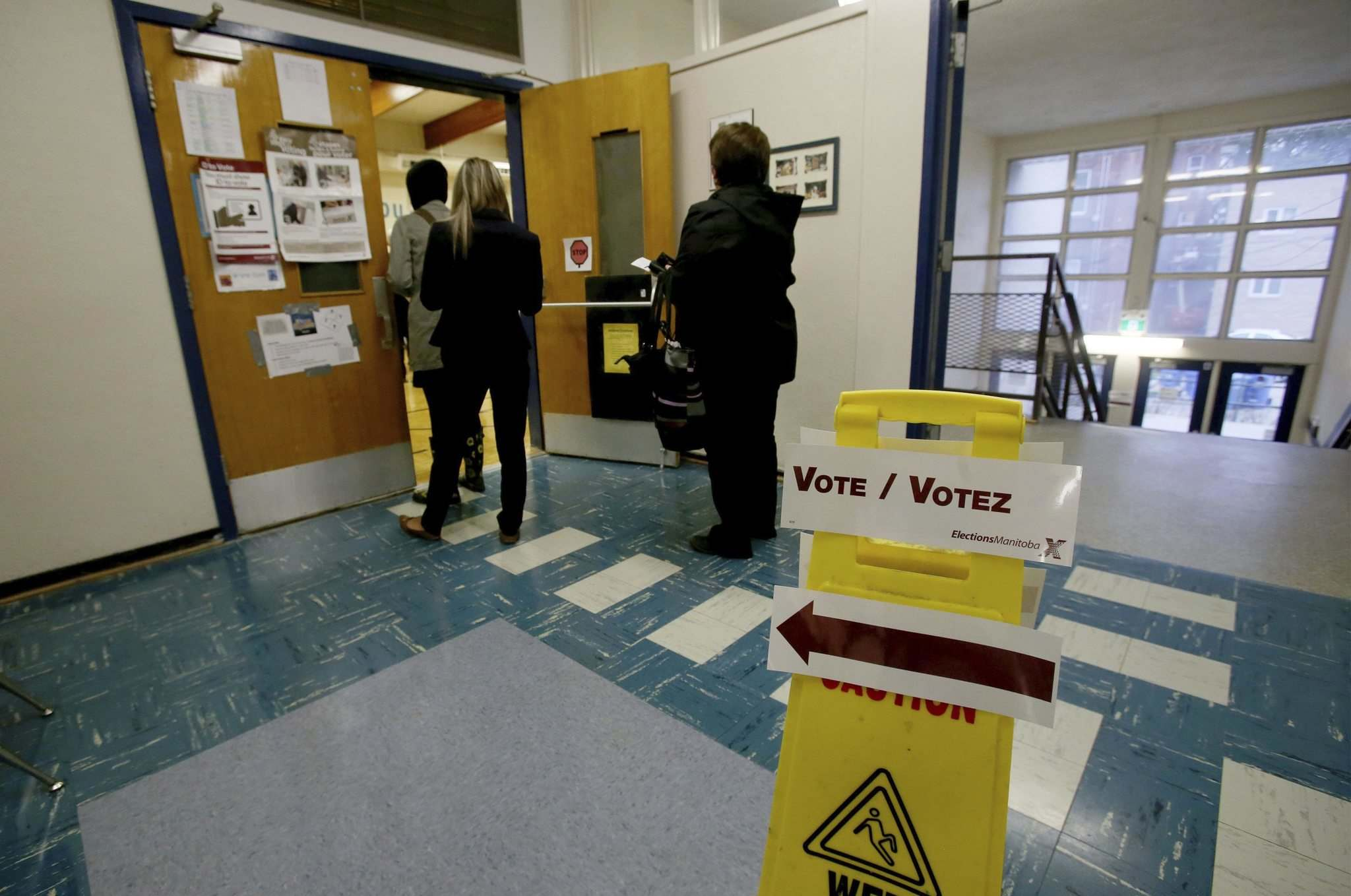 Polling stations, like the one at Gladstone School in Fort Rouge, opened at 8 a.m. this morning. (Shannon VanRaes / Winnipeg Free Press)</p>
