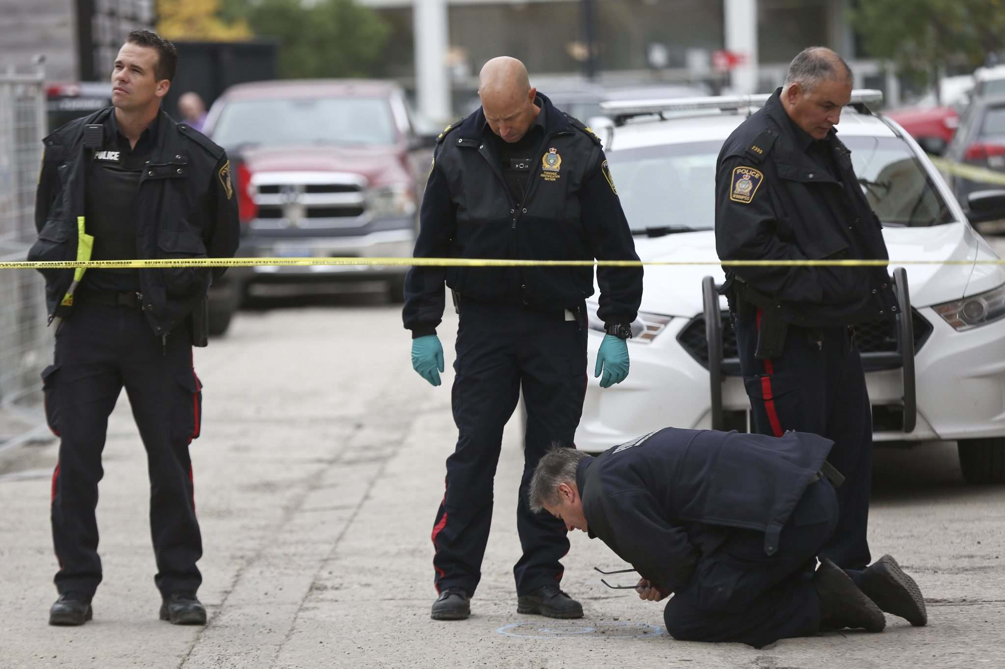 The police are also examining video surveillance and trying to interview witnesses, including a man in his 20s who went to hospital with an upper body injury that appeared to be a gunshot wound 30 minutes after shots rang out at about 1:10 a.m. (Mike Deal / Winnipeg Free Press)</p></p>