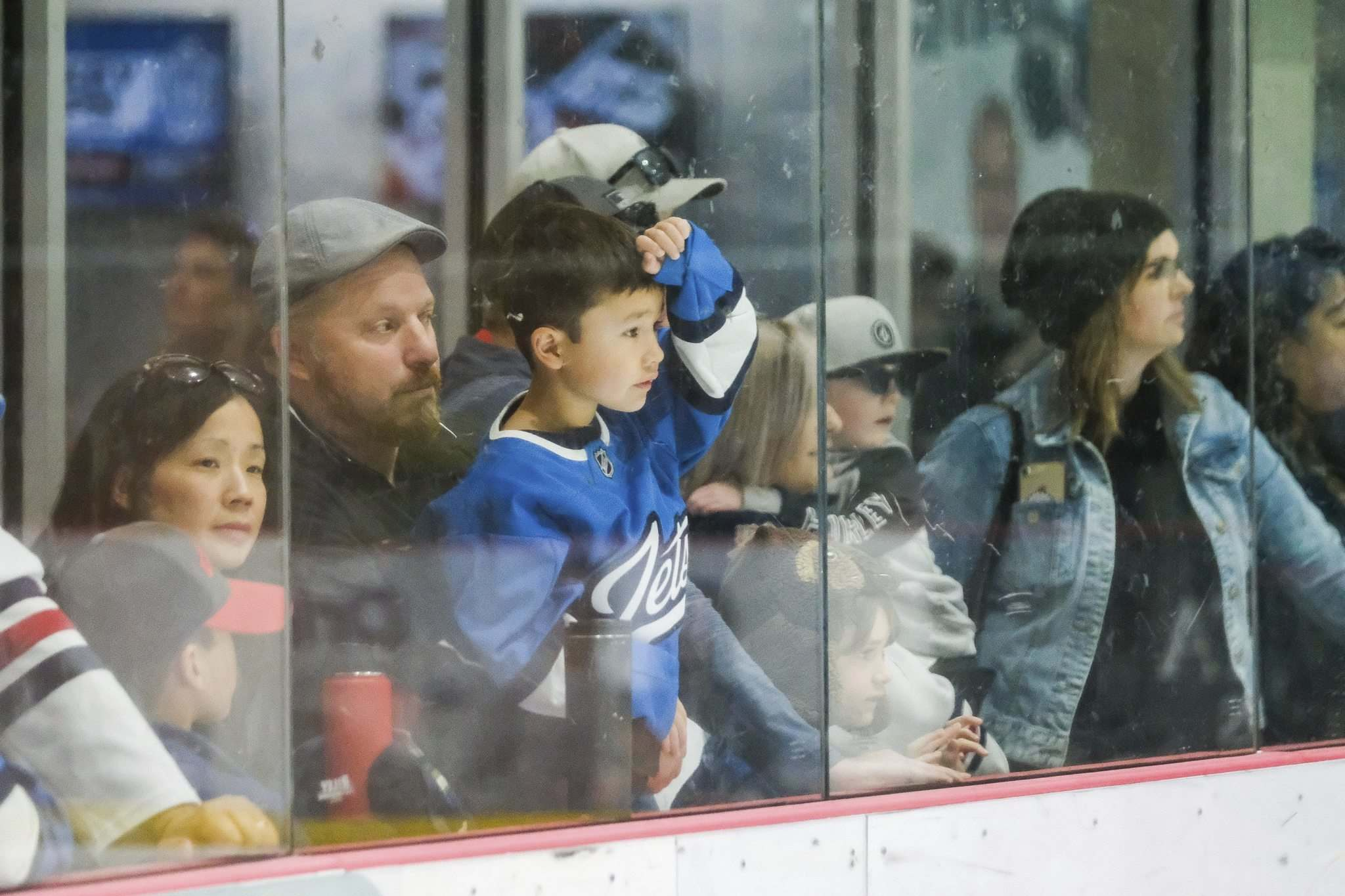DANIEL CRUMP / WINNIPEG FREE PRESS</p><p>Fans watch a Winnipeg Jets practice with great interest.</p>