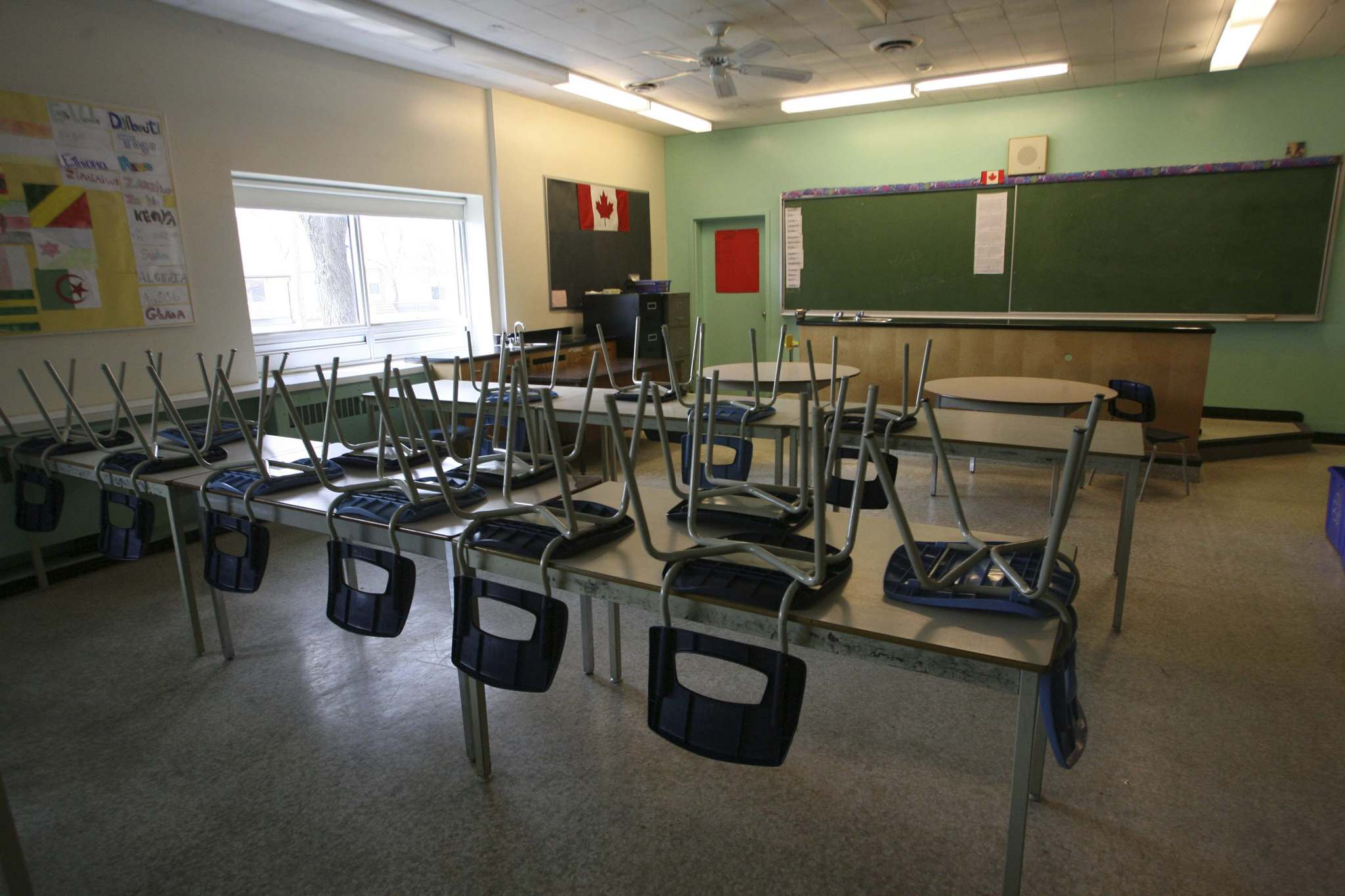 More than 3,200 parents from all corners of the province have signed an open letter to Premier Brian Pallister and Education Minister Cliff Cullen in opposition to the Education Modernization Act. (Mike Deal / Winnipeg Free Press files)</p>
