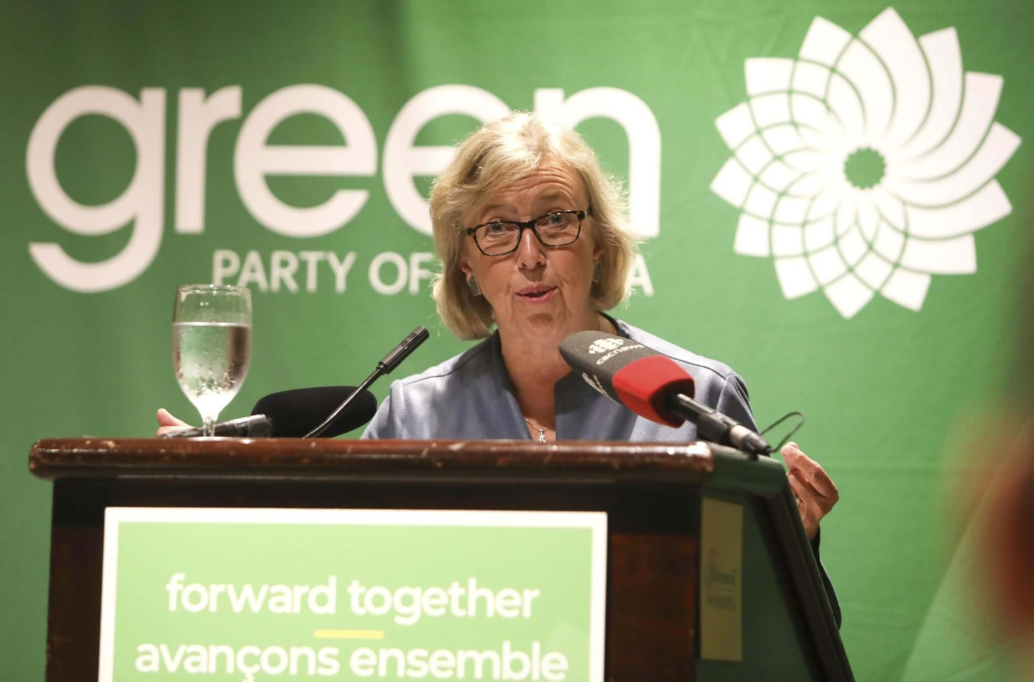 RUTH BONNEVILLE / WINNIPEG FREE PRESS</p><p>Elizabeth May, leader of the federal Green Party, speaks in Winnipeg on Saturday.</p>