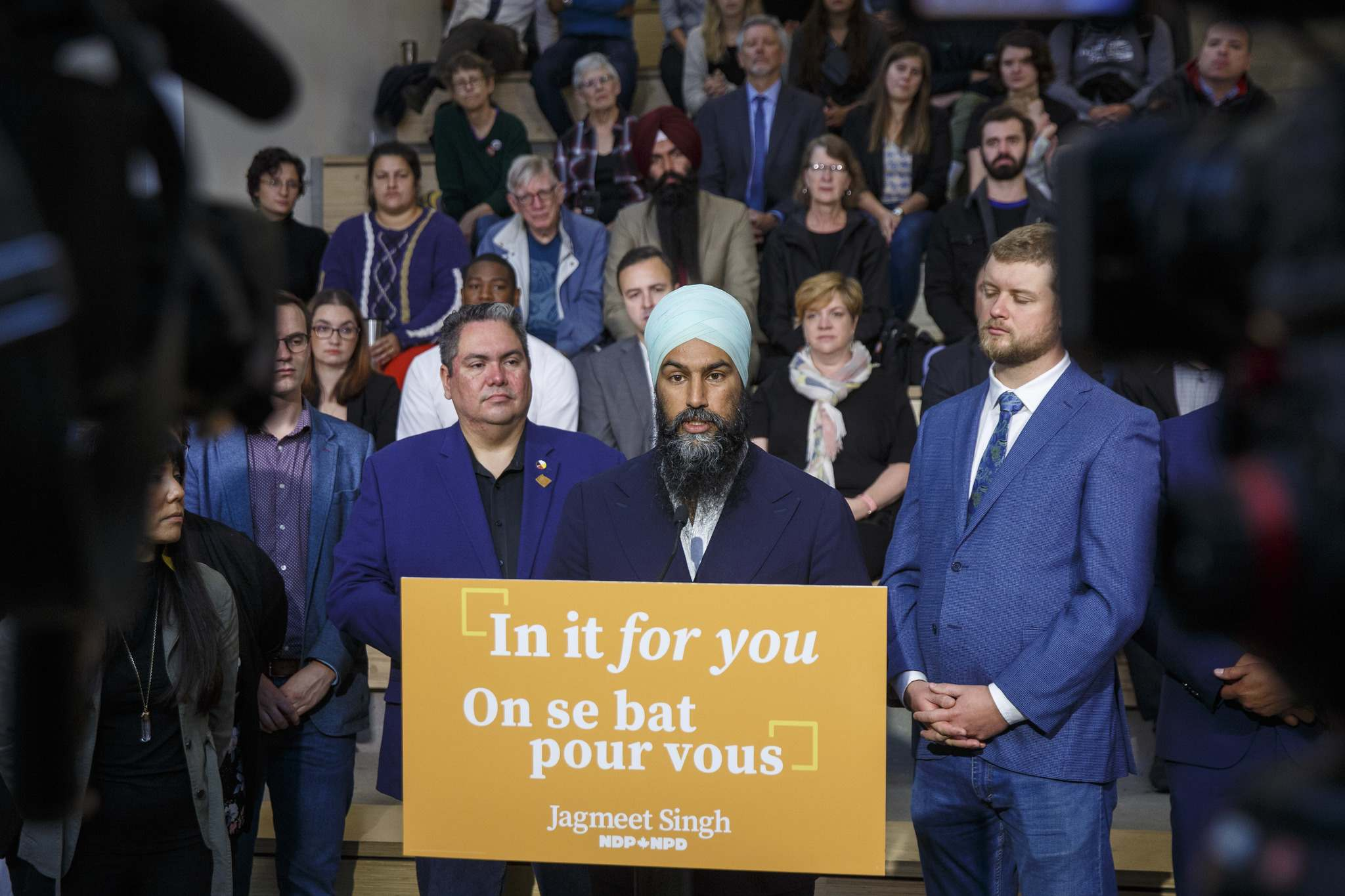 Federal NDP Leader Jagmeet Singh was surrounded by candidates and supporters Tuesday during a stop at the University of Winnipeg. (Mike Deal / Winnipeg Free Press)</p>