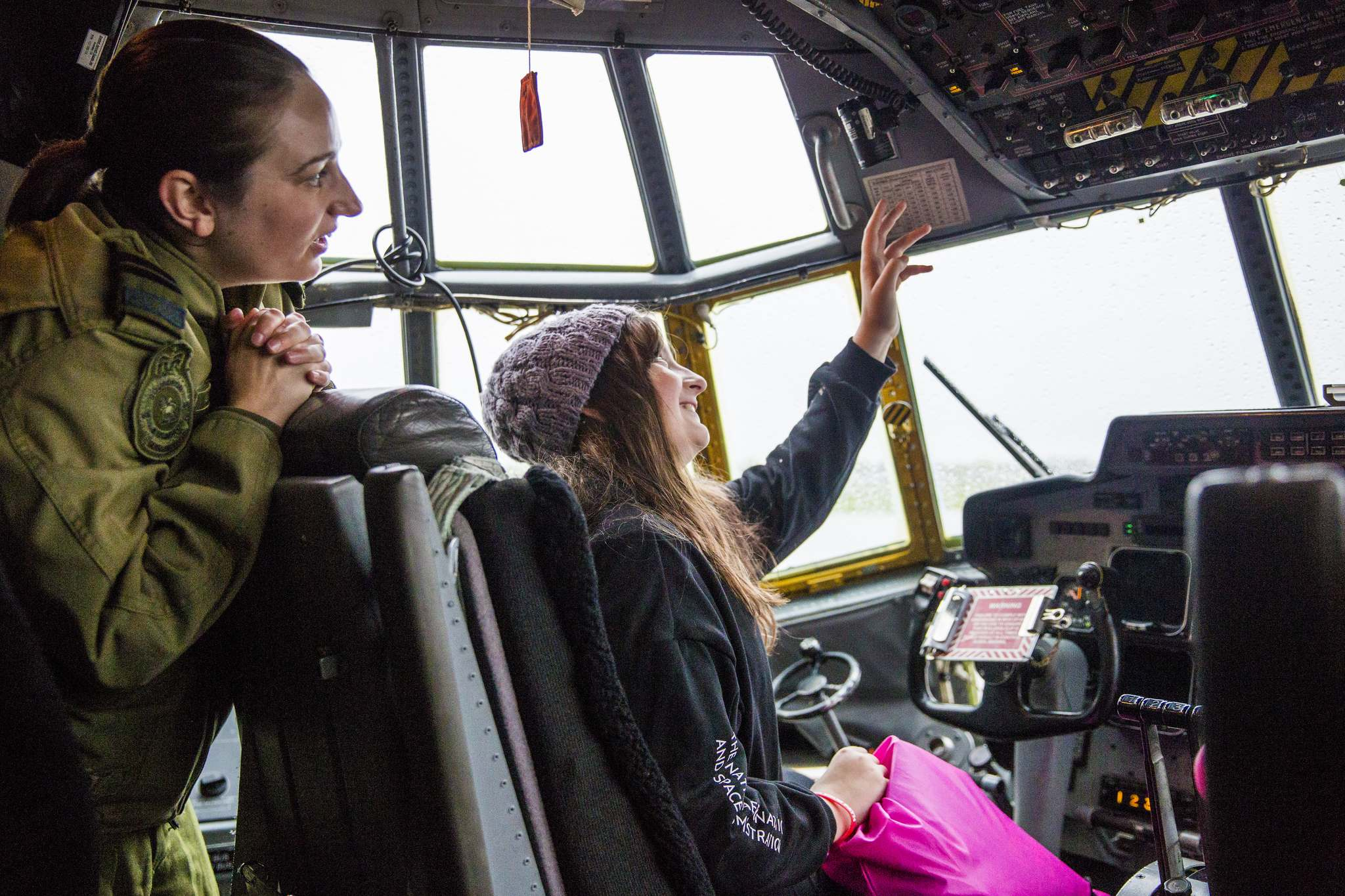 Pilot Hillory Gardiner shows future pilot Emily Slator, 10, around the cockpit of the Hercules at the fifth annual Girls in Aviation Day on Saturday. (Mikaela MacKenzie / Winnipeg Free Press)</p>