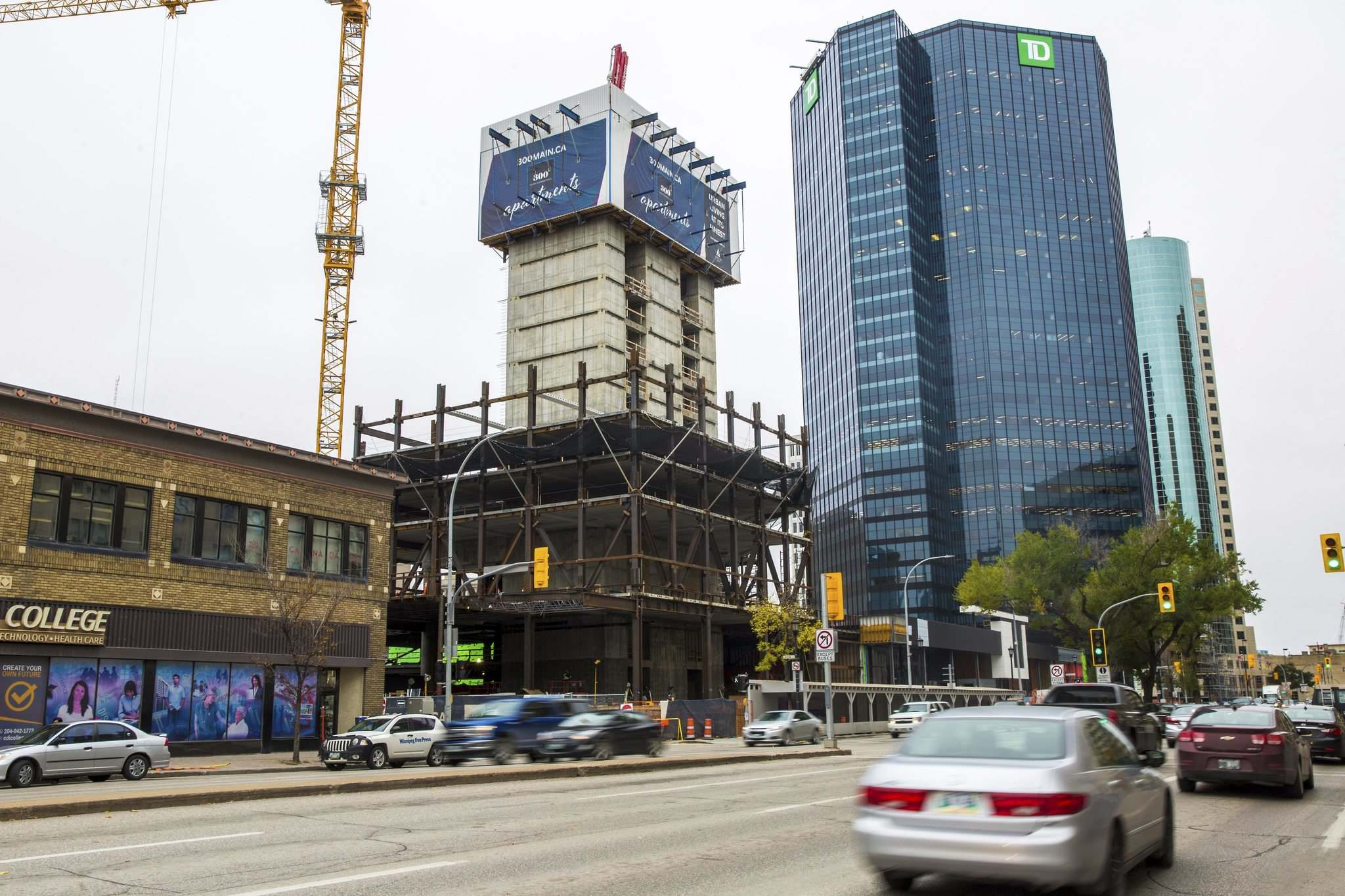 MIKAELA MACKENZIE / WINNIPEG FREE PRESS</p><p>Construction continues on the Artis REIT apartment tower on Main Street on Wednesday. The 40-storey, 400-unit building is now expected to open in the third quarter of 2021.</p>