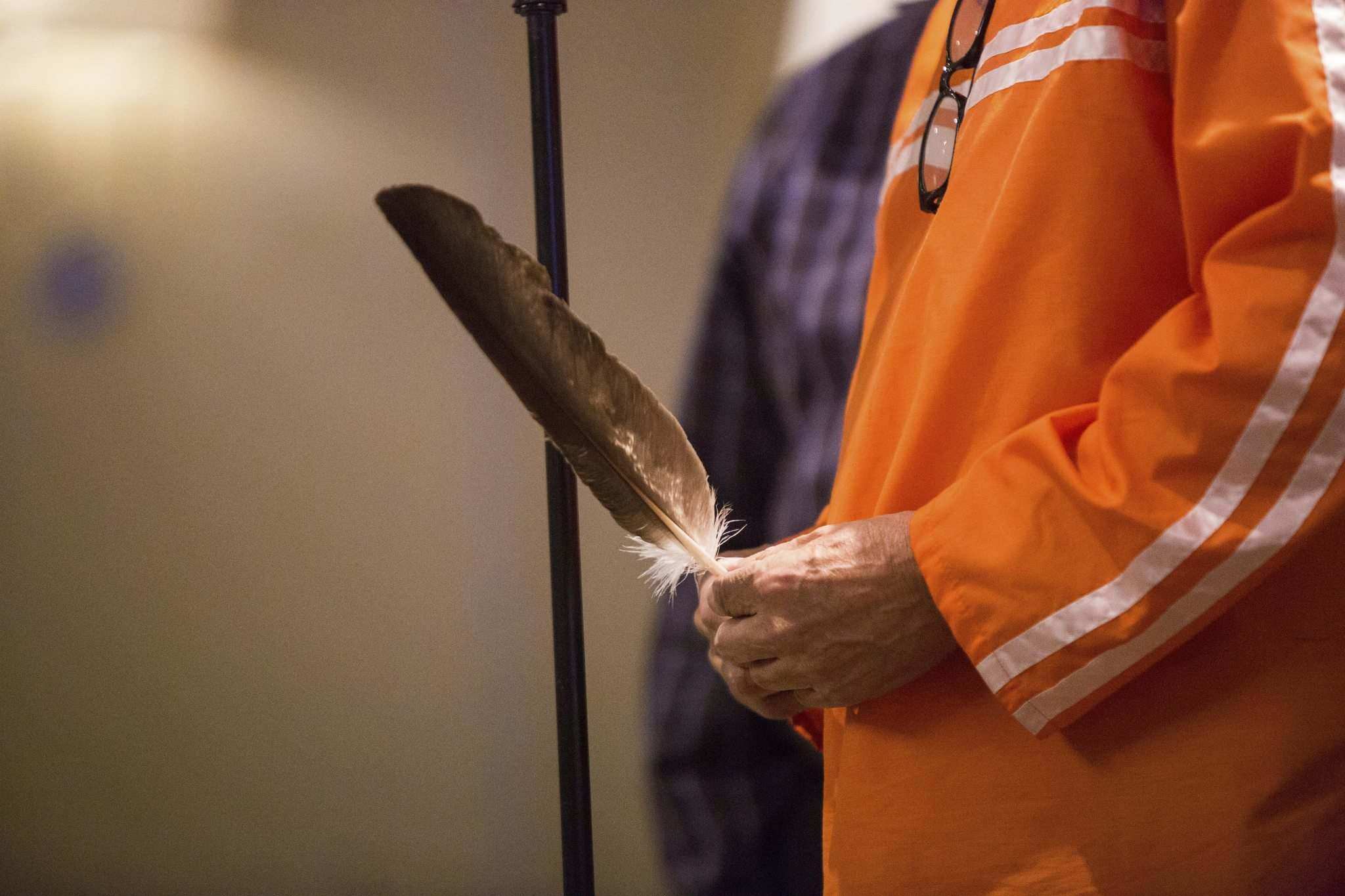 MIKAELA MACKENZIE / WINNIPEG FREE PRESS</p><p>Elder Ernie Daniels says an opening prayer at the Maamiikwendan Gathering at the Fairmont Winnipeg on Wednesday.</p>