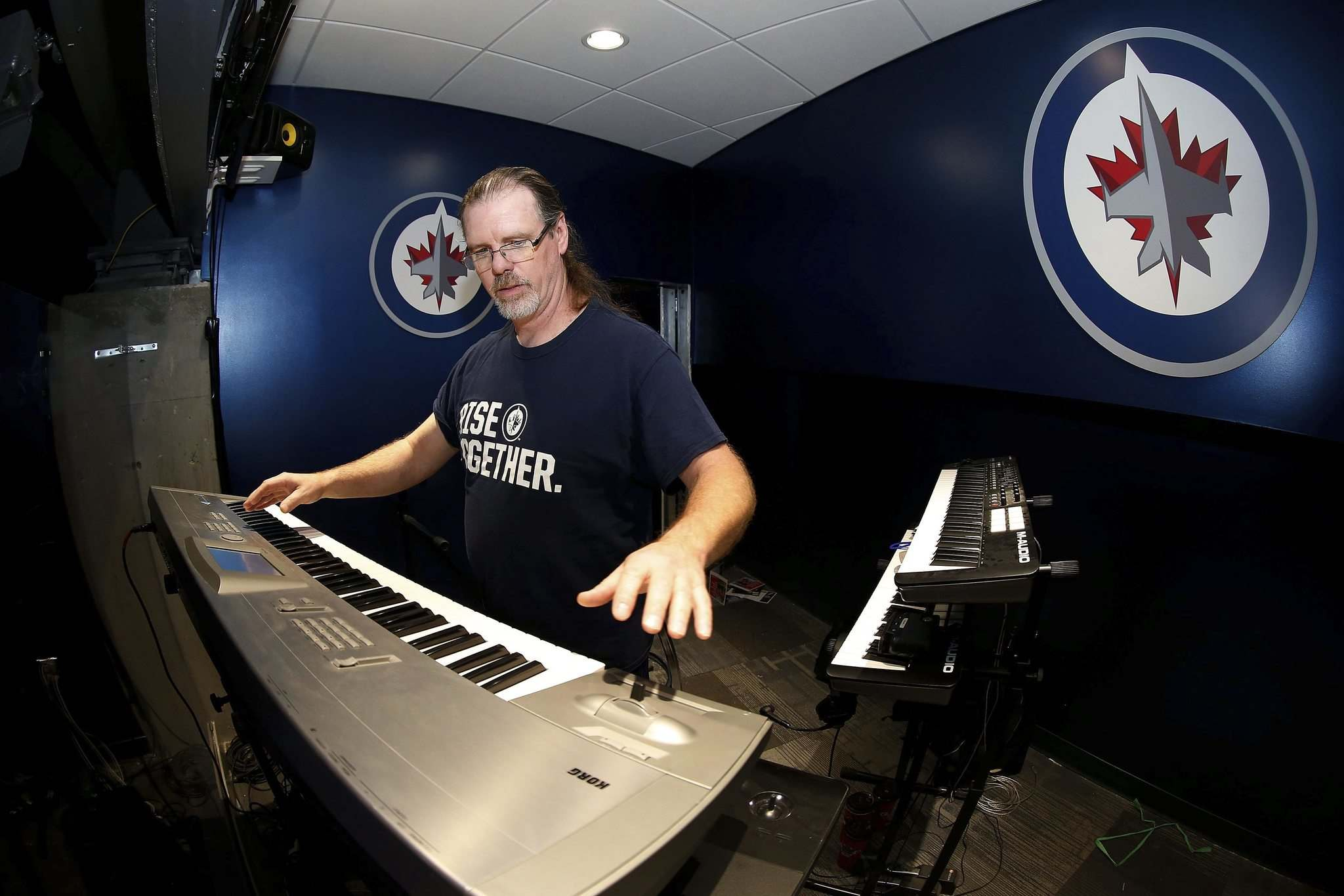 JOHN WOODS / WINNIPEG FREE PRESS</p><p>Jets' organist Chris Eccles is a rocker so hip-hop song requests, even if they come from visiting Edmonton Oilers superstar Connor McDavid, will be rebuffed.</p></p>