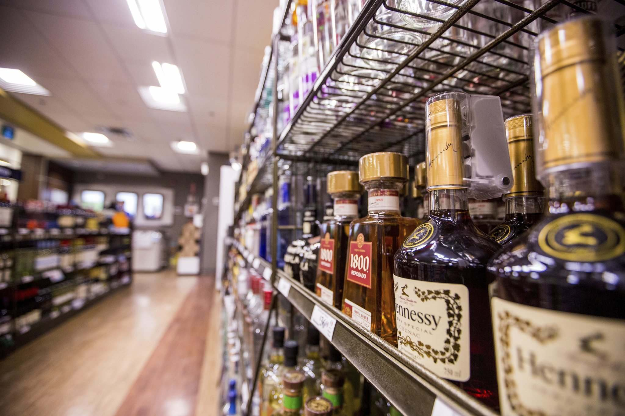 Pallister said he'd like to see more competition, lower prices and better choices in liquor sales. (Mikaela MacKenzie / Free Press files)