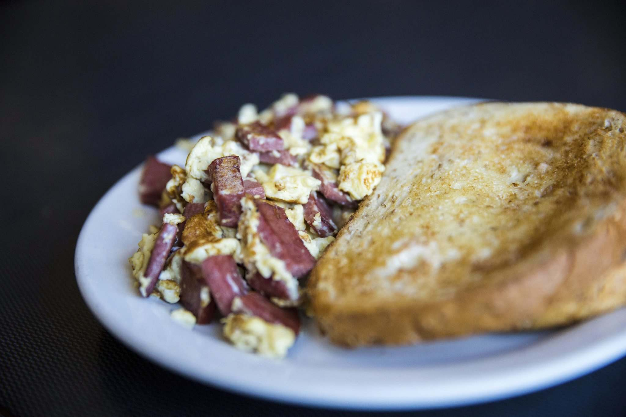 The salami and eggs features short-order scrambled eggs jumbled together with Smith's all-beef salami and served with a big mound of spuds and rye toast. (Mikaela MacKenzie / Winnipeg Free Press)