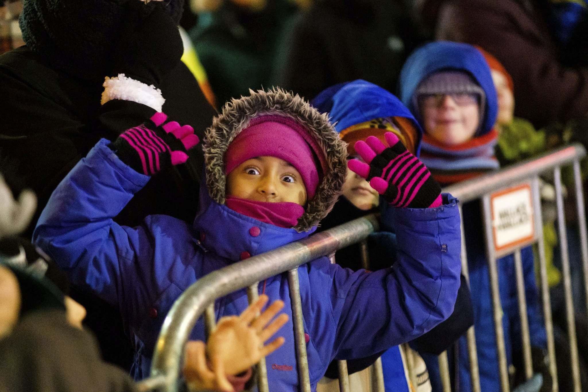 DANIEL CRUMP / WINNIPEG FREE PRESS</p><p>Youngsters wait excitedly for Santa to make his appearance.</p></p>
