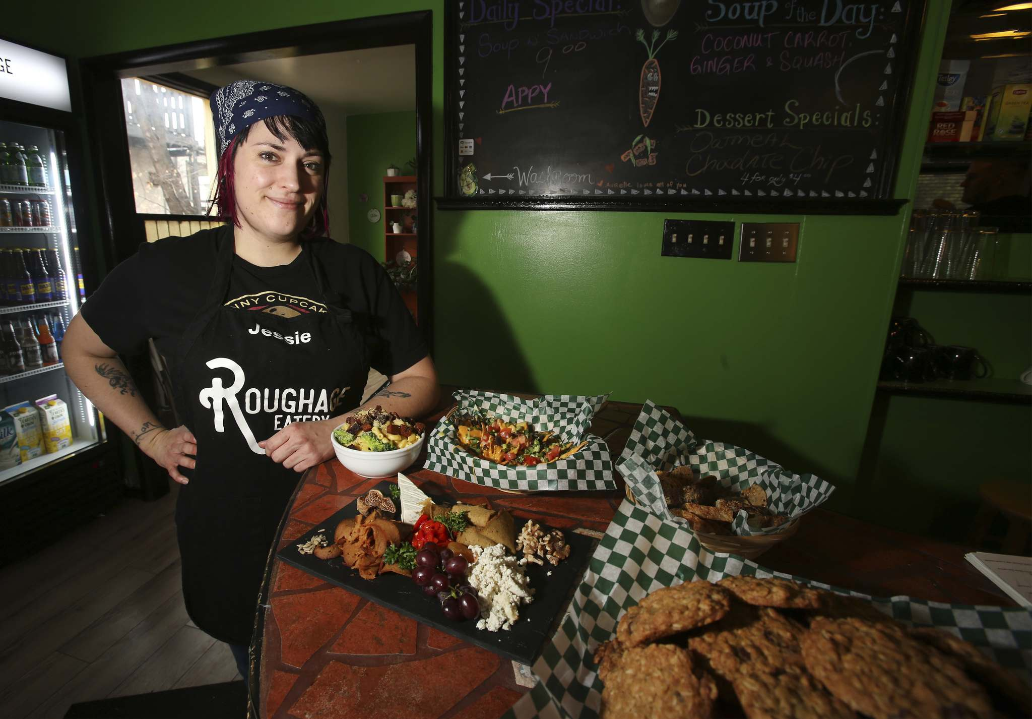 Roughage Eatery co-owner and chef Jessie Hodel. (Shannon Vanraes / Winnipeg Free Press)