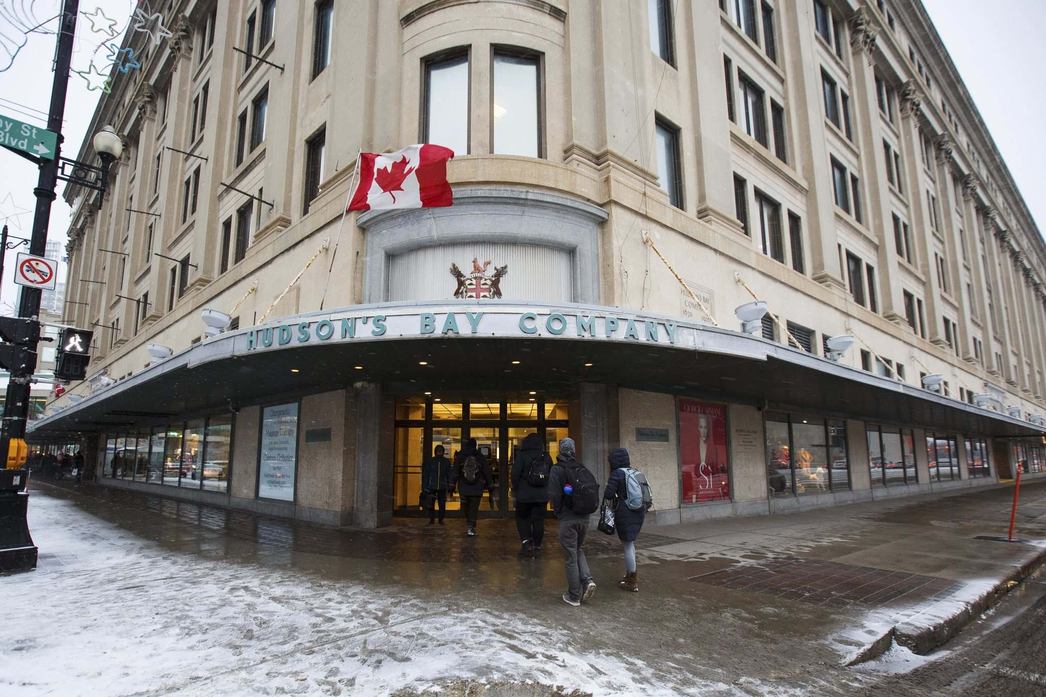 The Hudson's Bay Company building at Portage Avenue and Memorial Boulevard has been appraised at $0, likely because it carries a $302,298 tax liability. (Mike Deal / Winnipeg Free Press)