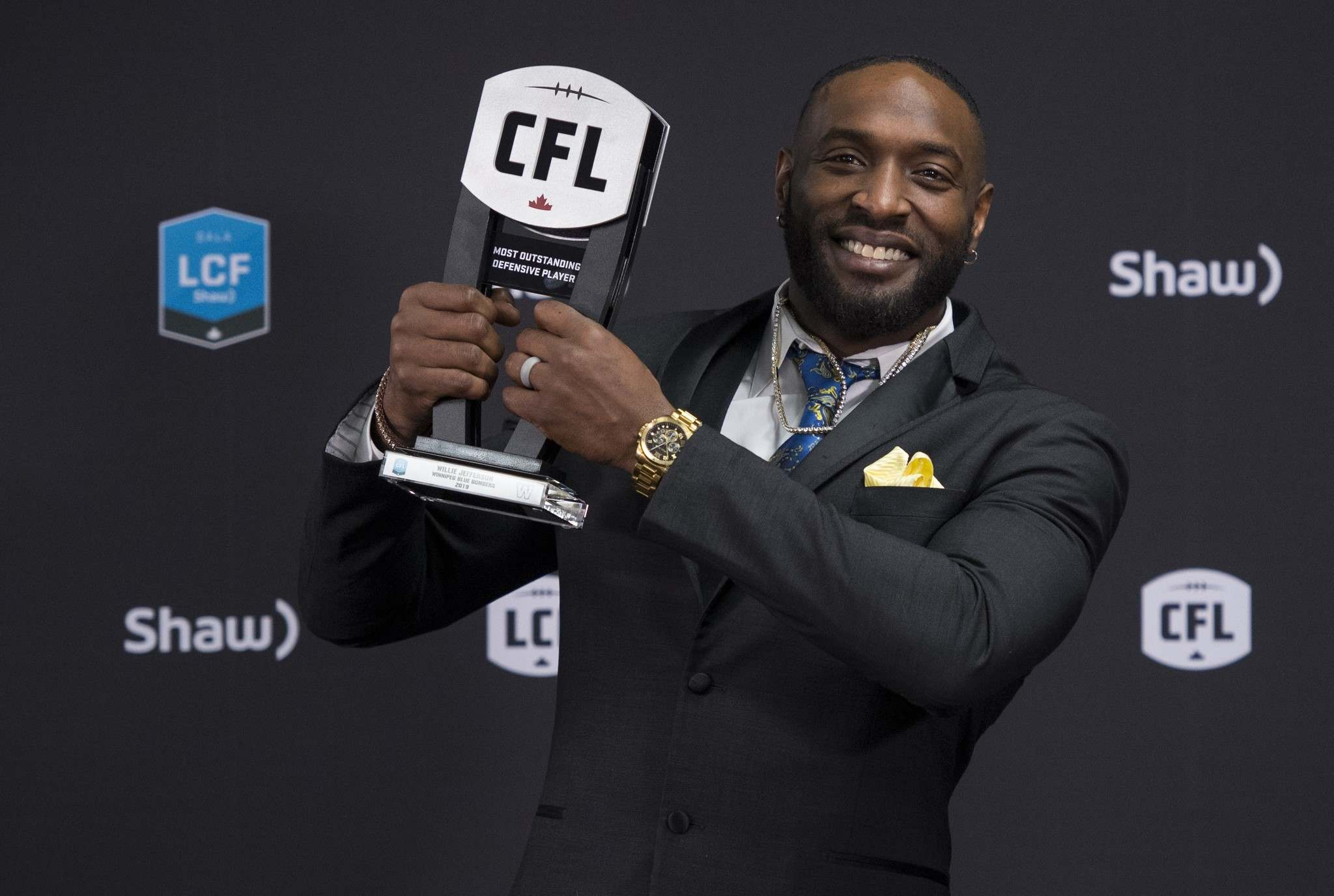 THE CANADIAN PRESS/Nathan Denette</p><p>Winnipeg Blue Bombers defensive lineman Willie Jefferson hoists the trophy for the most outstanding defensive player at the CFL Awards during the CFL's Grey Cup week in Calgary, Thursday.</p>