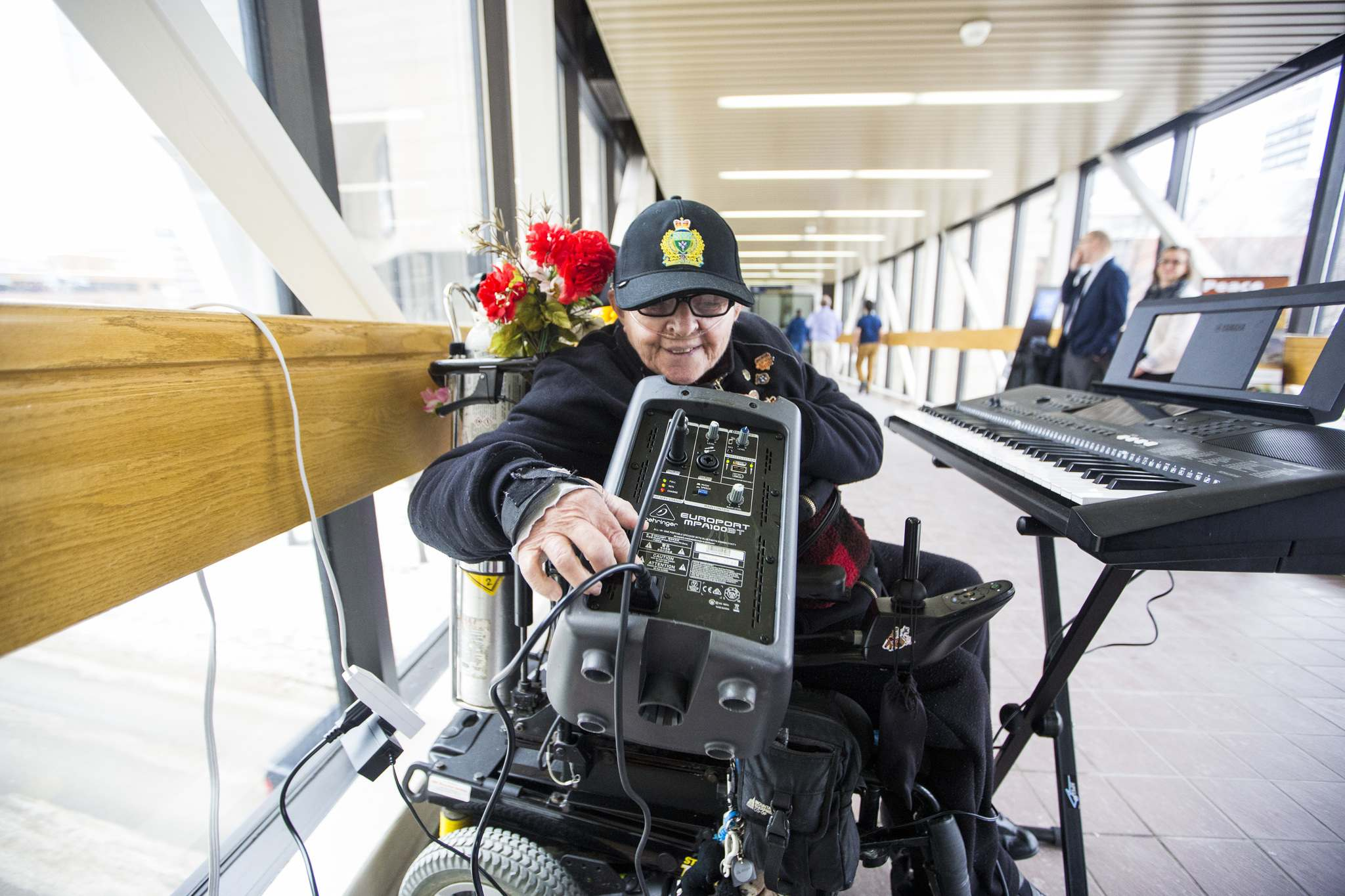 Olive Yaremko hopes to brighten the day of passers-by in the skywalks downtown.  (Mikaela MacKenzie / Winnipeg Free Press)
