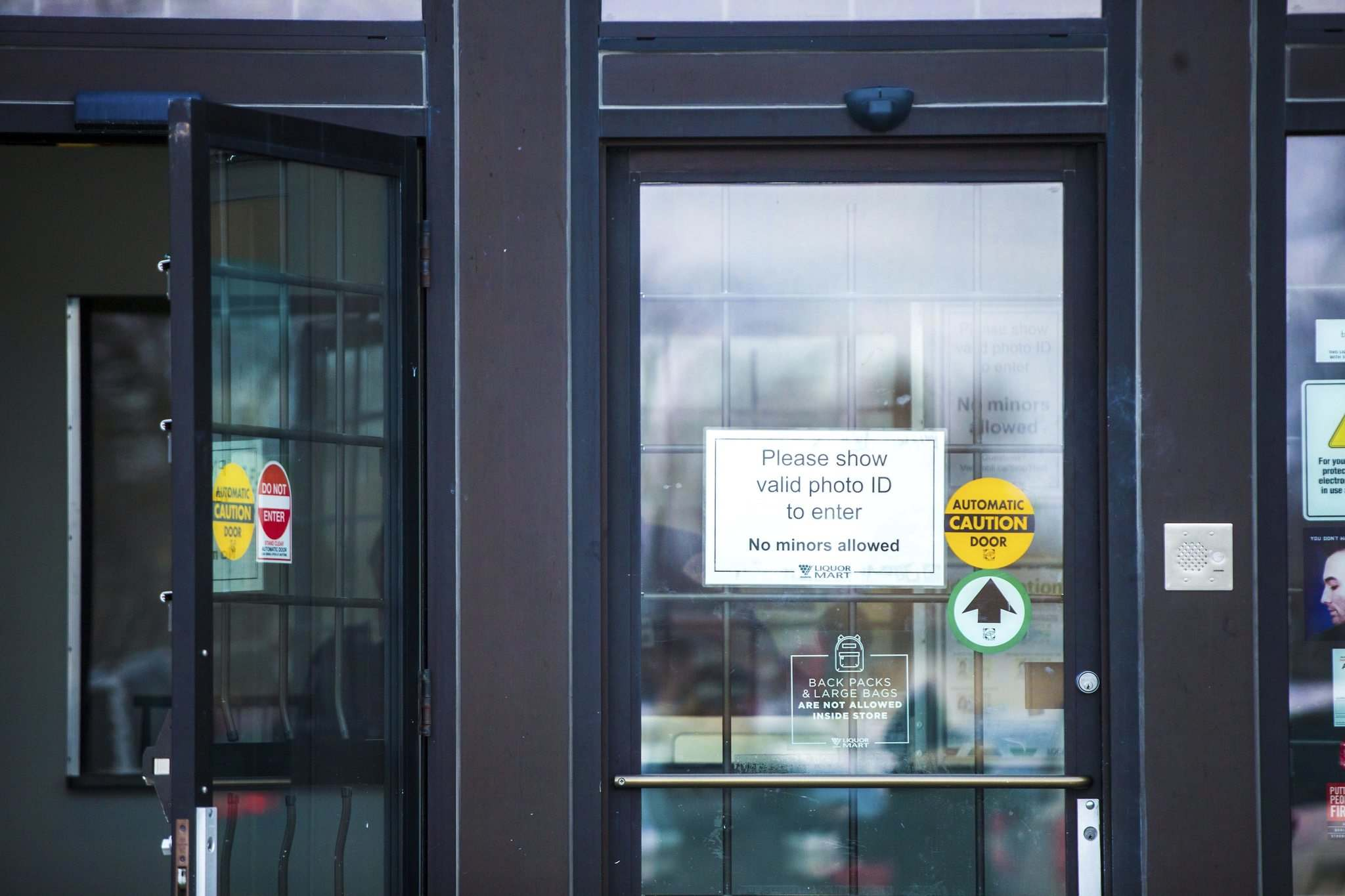 MLL officials are not disclosing the cost of security upgrades at Liquor Marts. (Mikaela MacKenzie / Winnipeg Free Press)