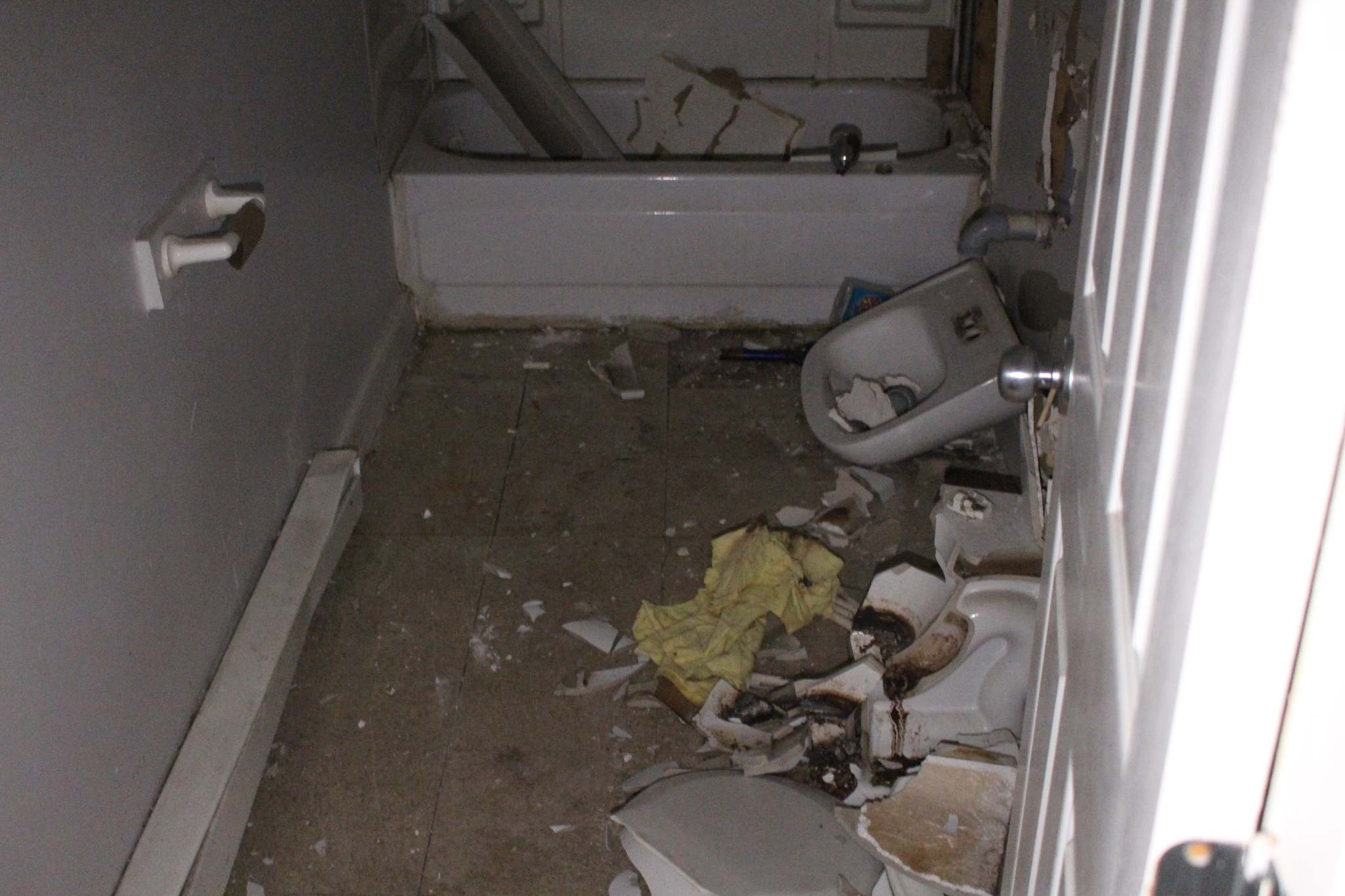 The bathroom toilet has been shattered into pieces. (Ryan Thorpe / Winnipeg Free Press)