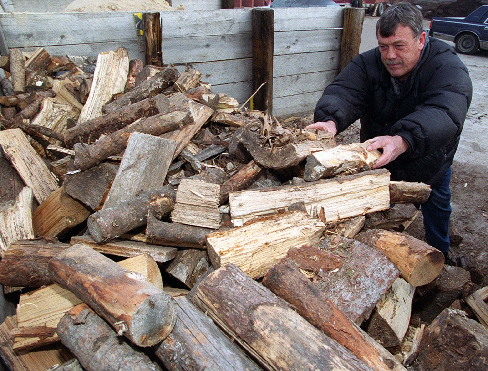 KEN GIGLIOTTI / WINNIPEG FREE PRESS FILES</p><p>Randy Krasnesky of Chuck's Landscaping on Main Street sold firewood to people preparing for possible Y2K heat and electricity failures. </p>