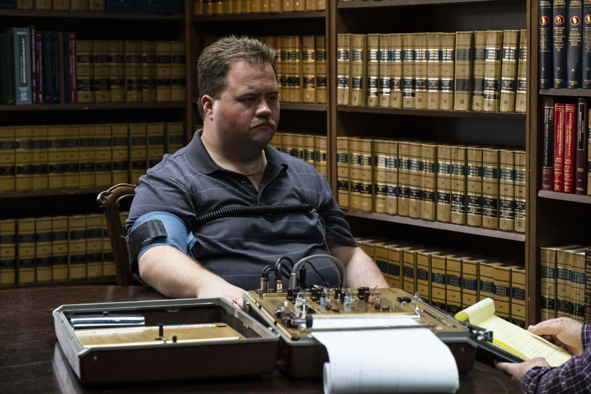 Jewell (Paul Walter Hauser) initially comes off as an irritating know-it-all, a bit rigid and a little odd, but as events close in, he opens up to show his eagerness and vulnerability. (Claire Folger / Warner Bros. Pictures)