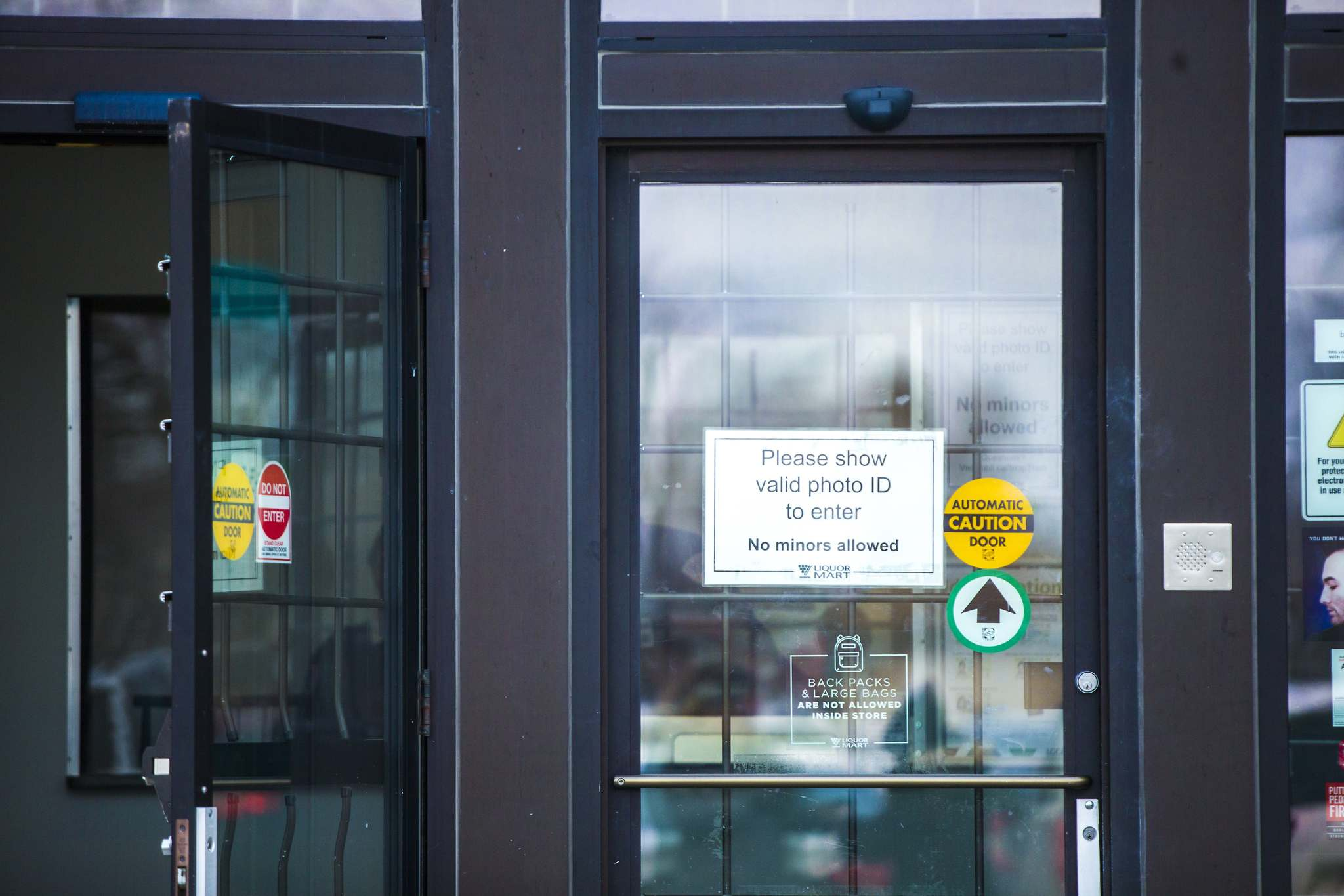 The Tyndall Market Liquor Mart was the first store in the city to require customers to show identification before entering the store. (Mikaela MacKenzie / Winnipeg Free Press)