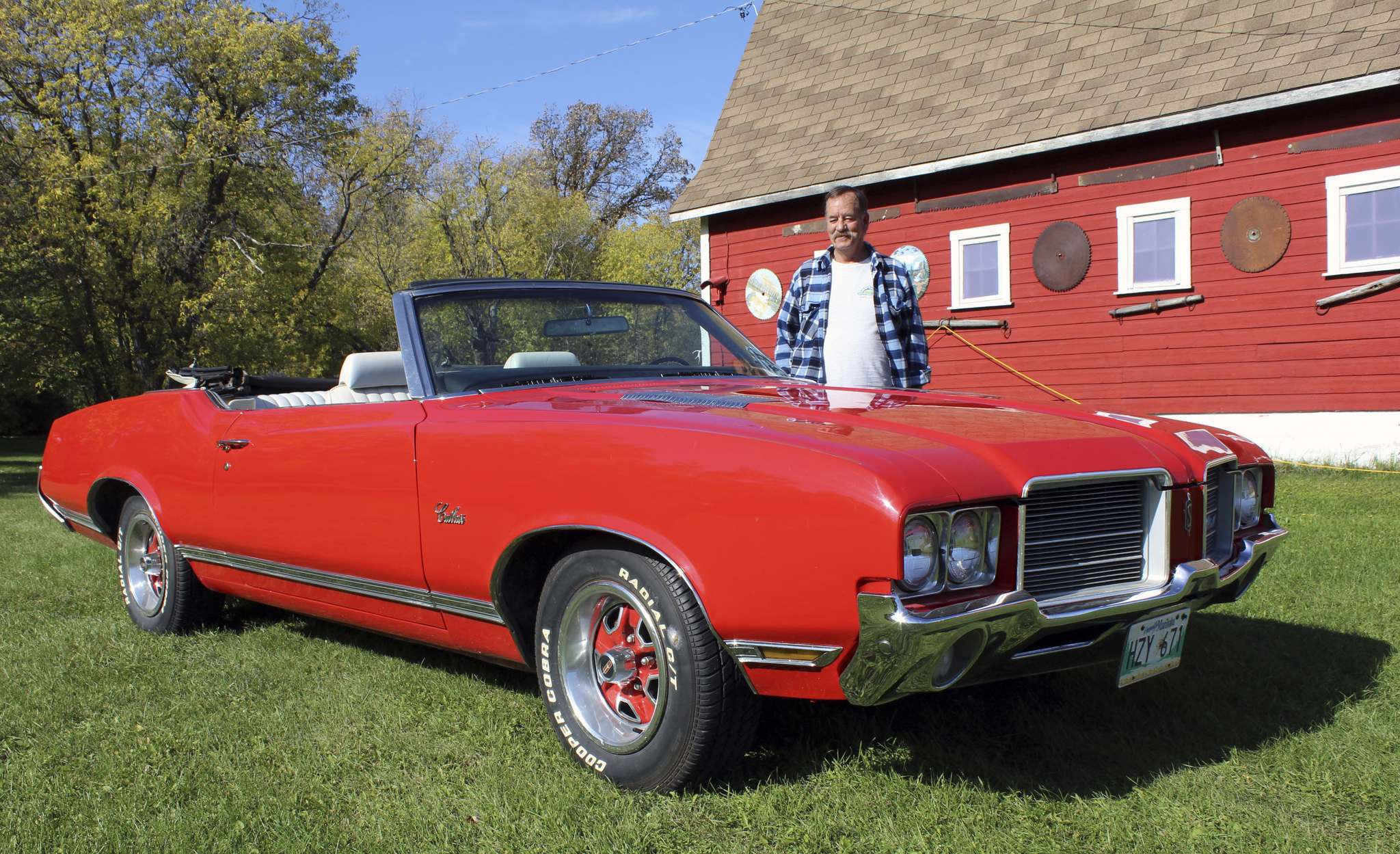 Larry D'Argis / Winnipeg Free Press</p><p>Jack Hare of Libau has owned this 1971 Oldsmobile Cutlass Supreme convertible for 31 years.</p>