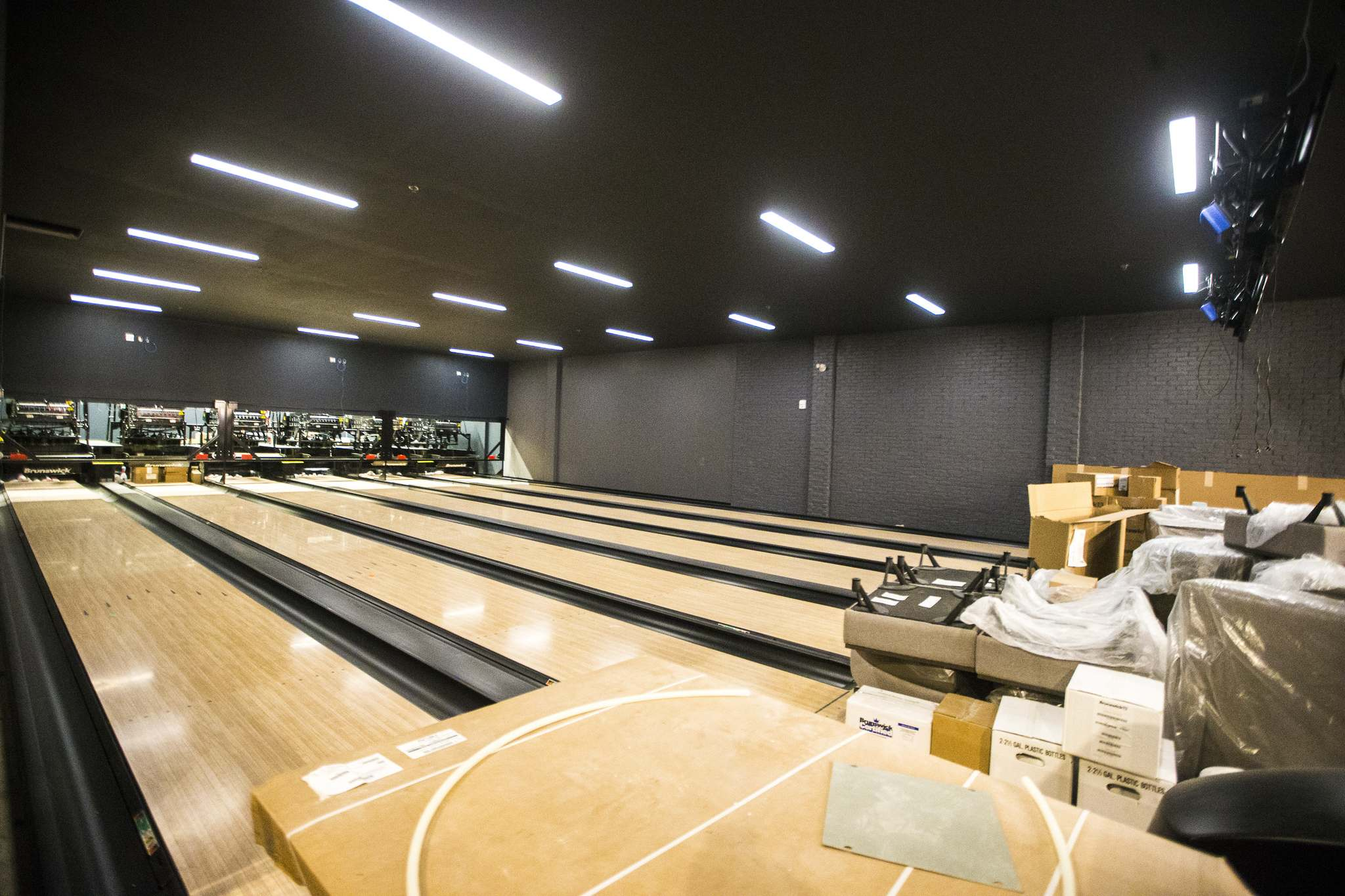 Along with the  bowling alley there is a virtual reality arena and axe throwing cage. (Mikaela MacKenzie / Winnipeg Free Press)