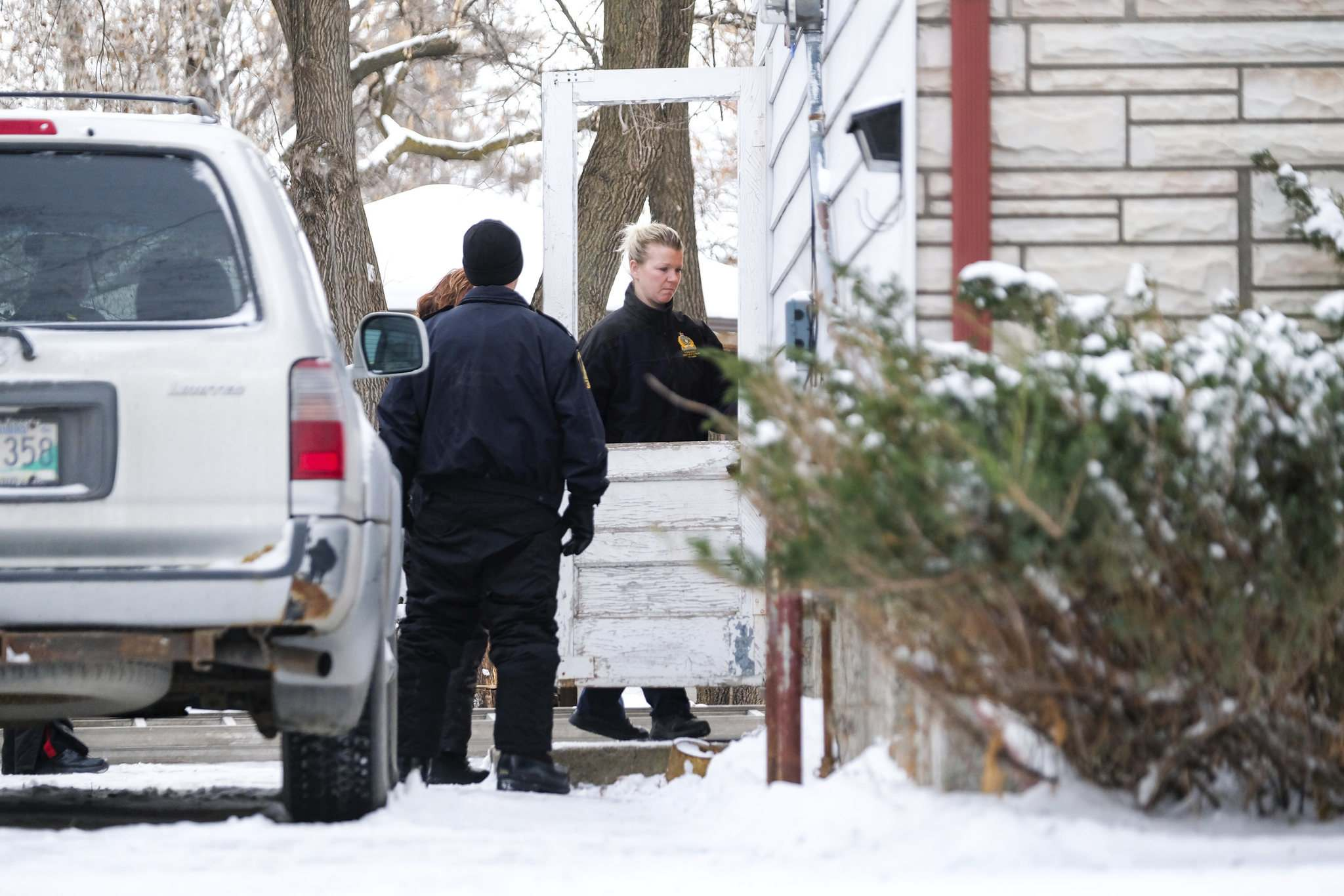 A man has been arrested as police continue to investigate the city's first homicide of 2020 on Hindley Avenue, where a woman was found critically injured Friday night. She later died in hospital. (Daniel Crump / Winnipeg Free Press)</p>