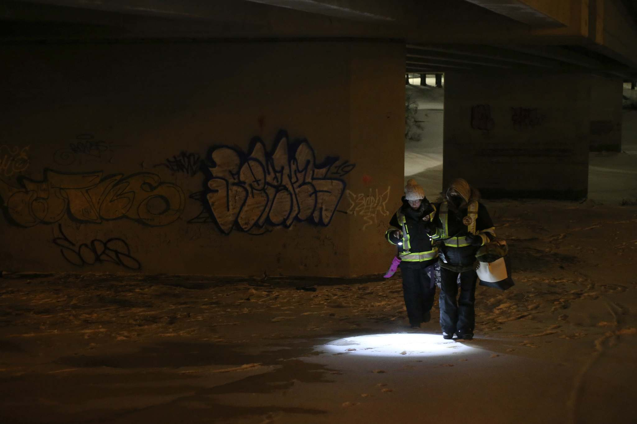 SHANNON VANRAES / WINNIPEG FREE PRESS</p><p>Lori Anderson and Rebecca Ford check for people in need of assistance under the Maryland Bridge on January 10, 2020 during a patrol with the West Broadway Bear Clan Patrol.</p>