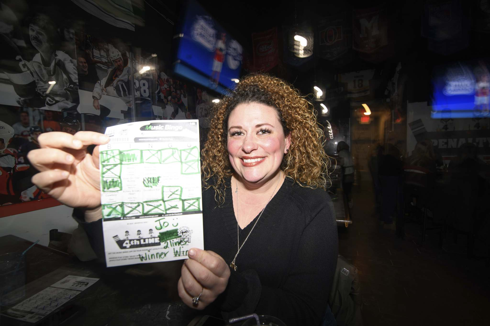 Mike Sudoma / Winnipeg Free Press</p><p>In addition to a winning card, Johanna Hansen was crowned the air-guitar winner.</p></p>