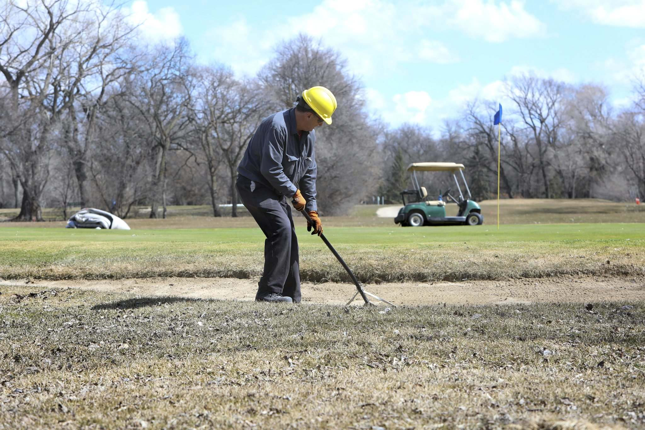RUTH BONNEVILLE / WINNIPEG FREE PRESS FILES</p><p>A worker prepares the Kildonan Park Golf Course in April 2019. Given budget challenges, should the city be in the golf business?</p>