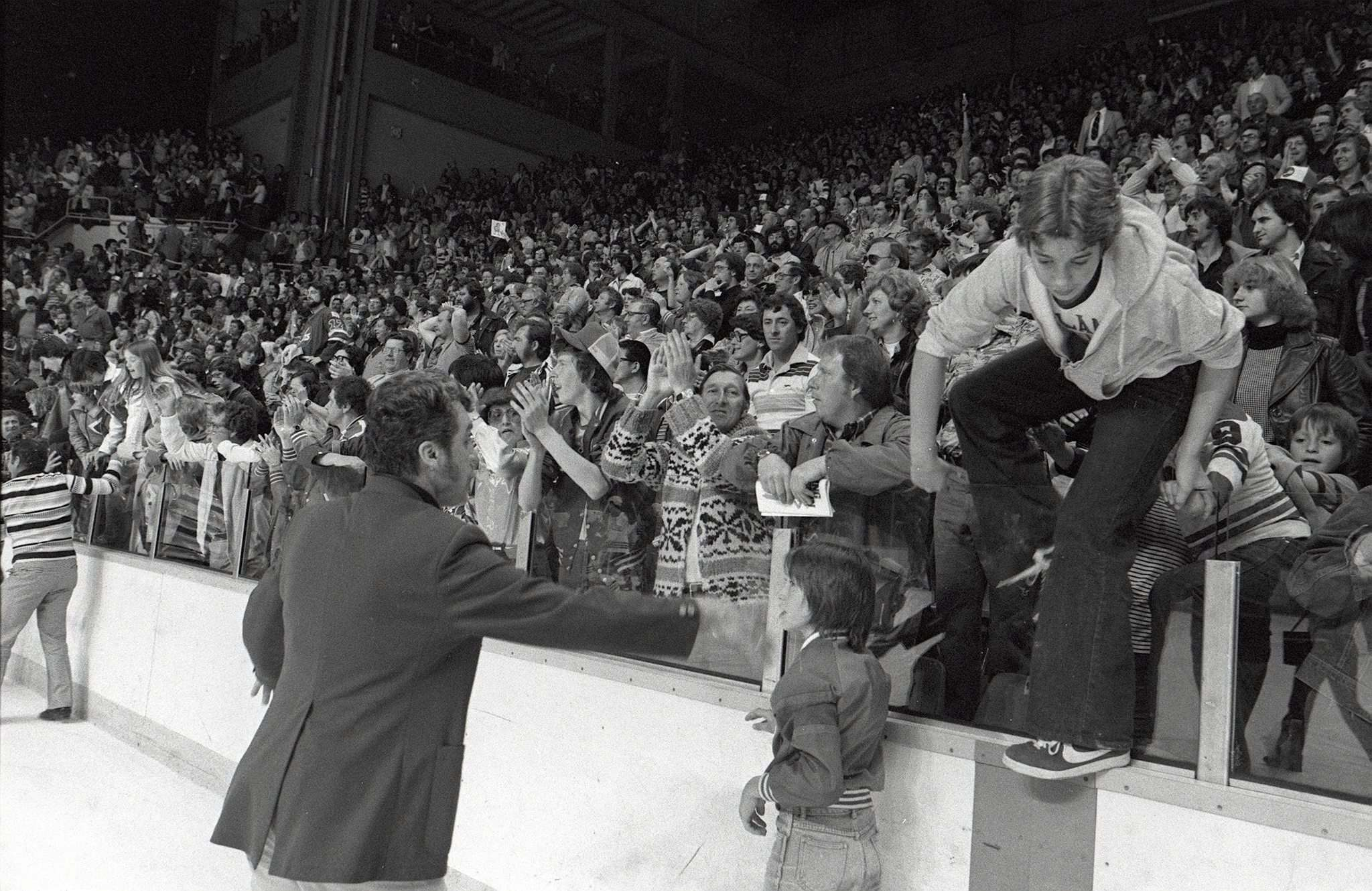 JON THORDARSON / WINNIPEG FREE PRESS FILES</p><p>Elated fans invade the ice surface to join their hockey heroes in celebrating the Jets' 1979 Avco Cup triumph.</p>