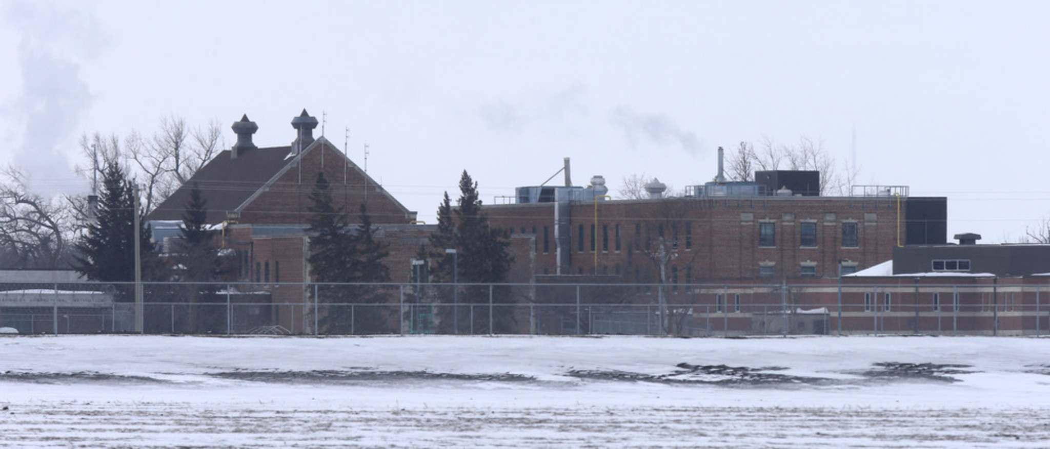 All new admissions to the province's jails, such as the Headingley Correctional Centre (above), will be isolated for 14 days at the Winnipeg Remand Centre. (Wayne Glowacki / Winnipeg Free Press files)</p>