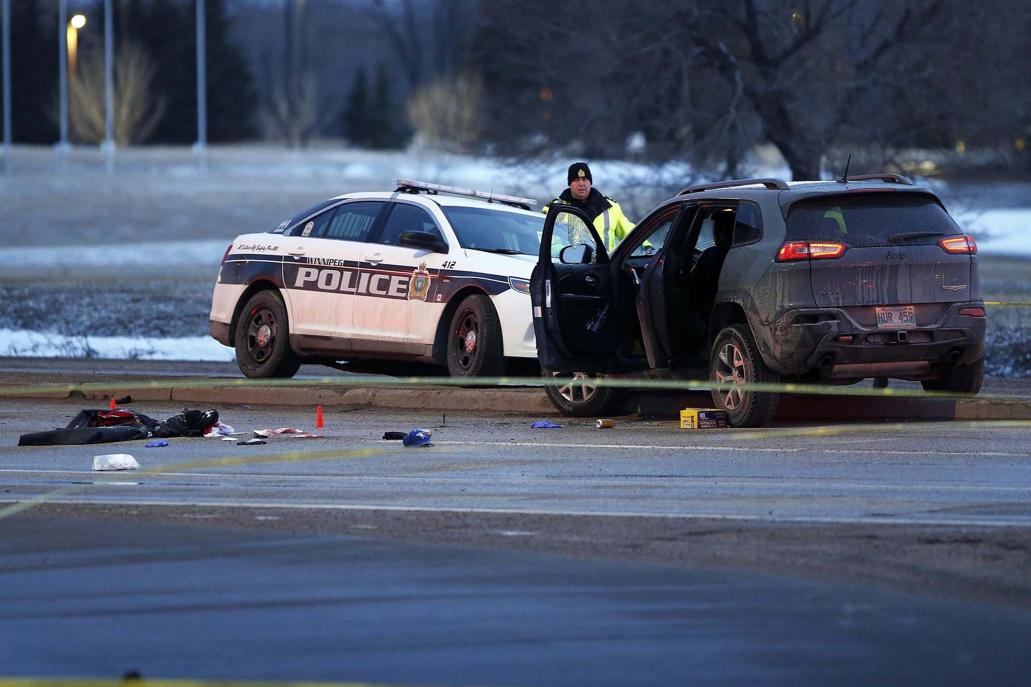 JOHN WOODS / WINNIPEG FREE PRESS</p><p>Police investigate an officer-involved shooting on Lagimodiere Boulevard at Fermor Avenue on Wednesday.</p></p>