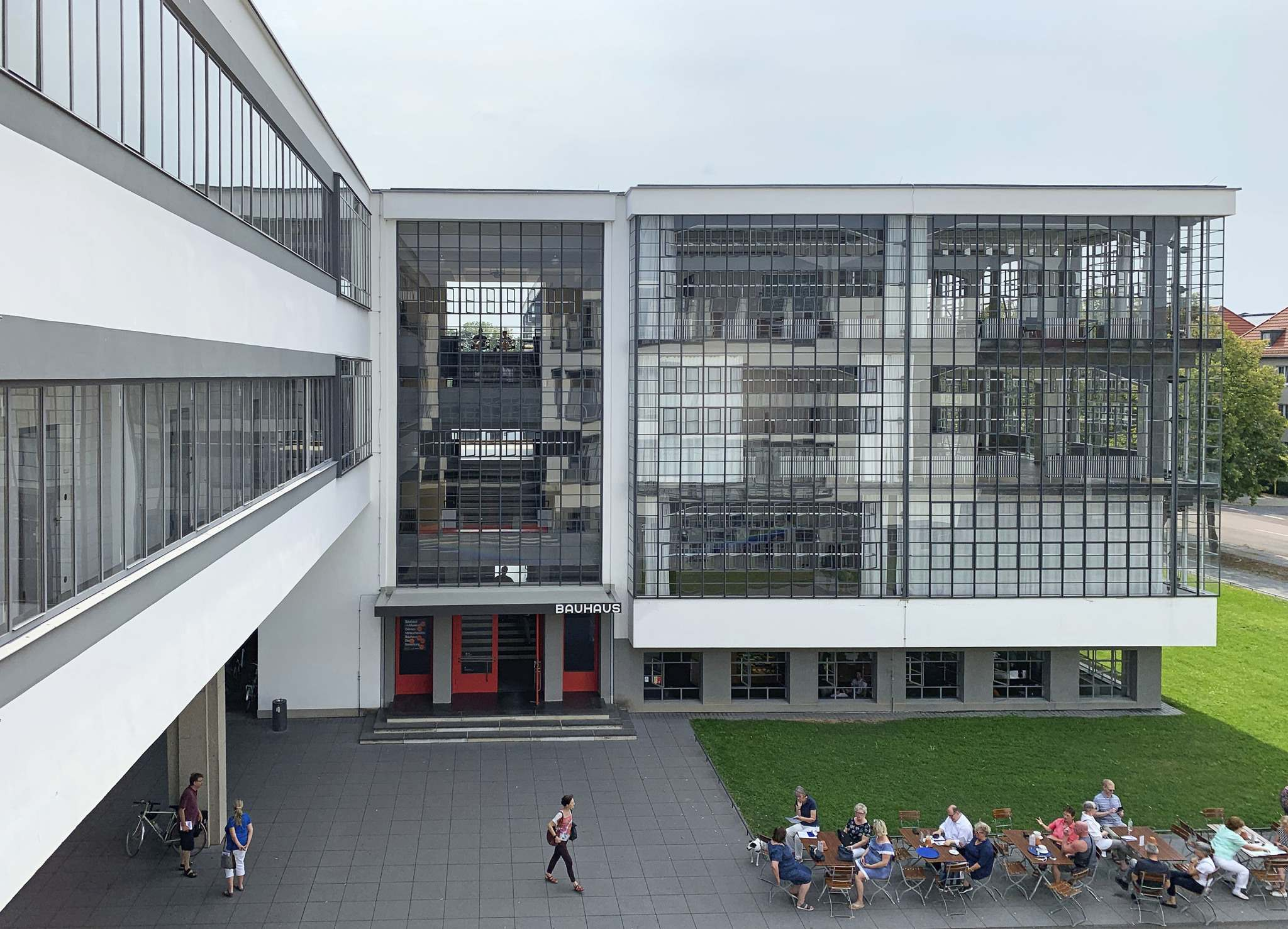 The Bauhaus was an art and architecture school that was instrumental in developing the Modernist style of architecture. The building featured large, operable windows and a view of nature. </p>