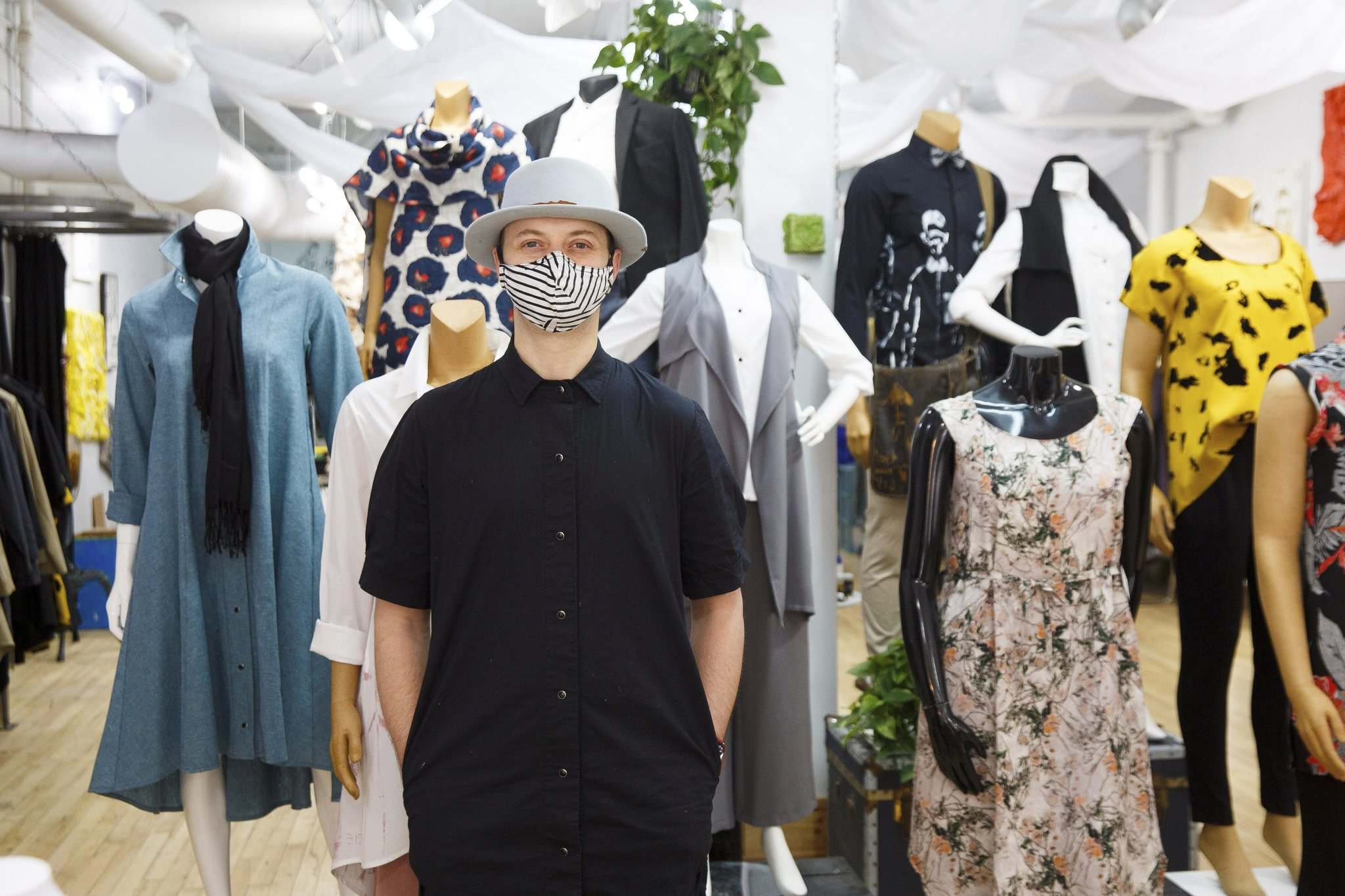 MIKE DEAL / WINNIPEG FREE PRESS</p><p>Fashion designer Lennard Taylor is also making masks in his Exchange District store.</p>