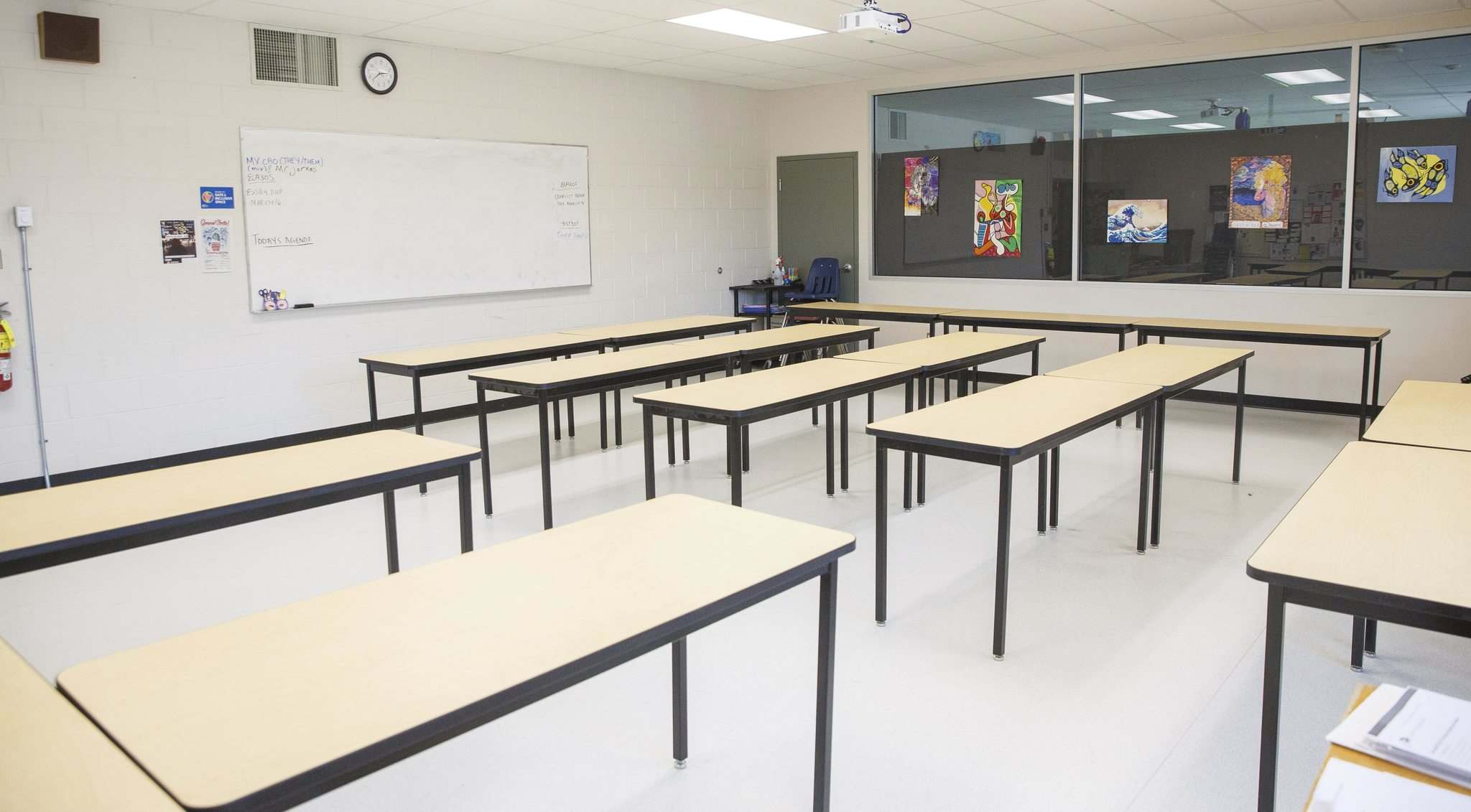 MIKE DEAL / WINNIPEG FREE PRESS</p><p>Seven Oaks administrators are working out the logistics of summer school at Garden City Collegiate and Maples Collegiate.</p></p>