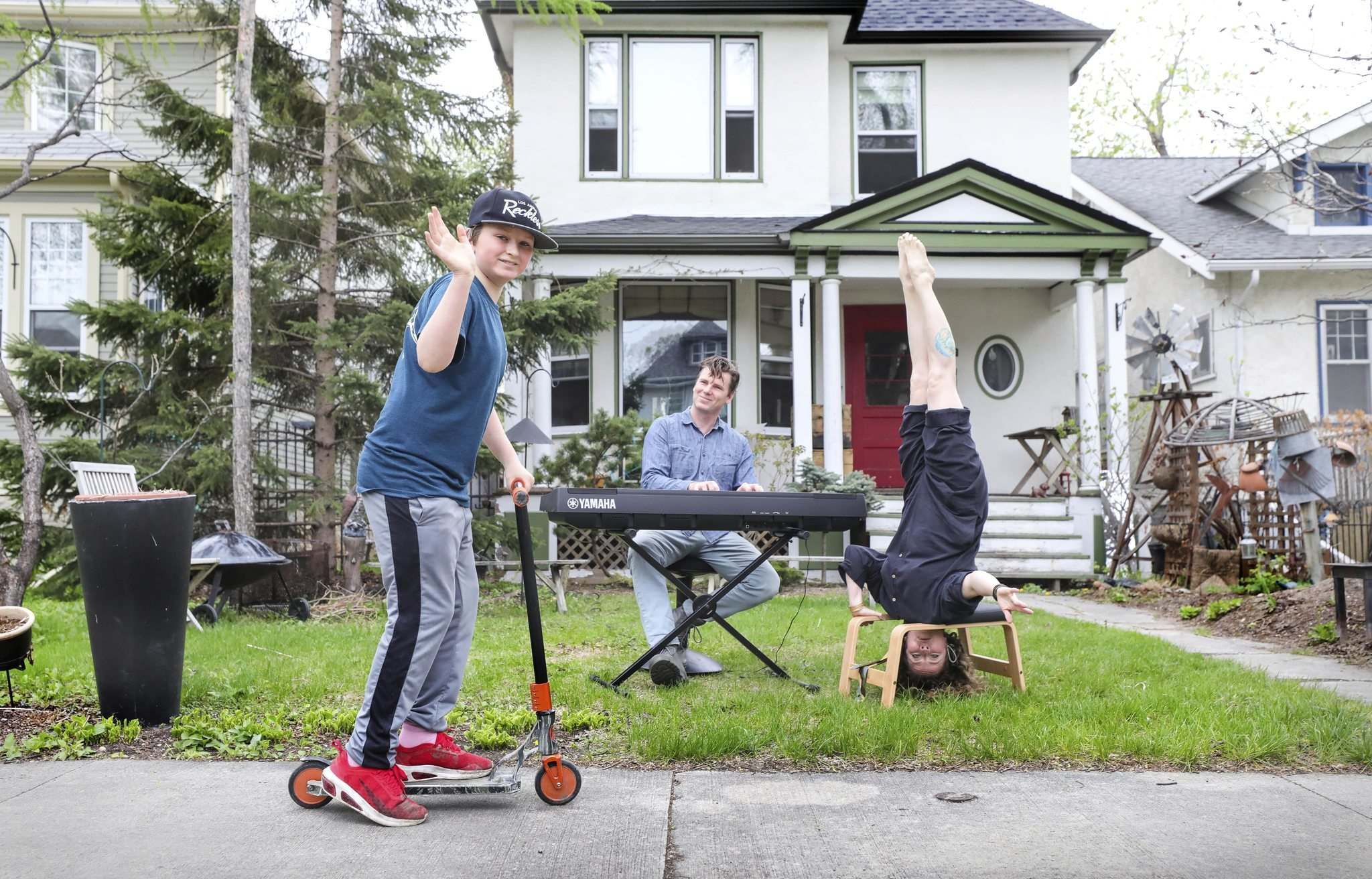 </p><p>RUTH BONNEVILLE / WINNIPEG FREE PRESS </p><p>Zsigunnar Thordarson cruises by as his dad, Karl Thordarson, channels some Bob Dylan and mom, Daina Leitold, gets a new perspective on life during a pandemic.</p>